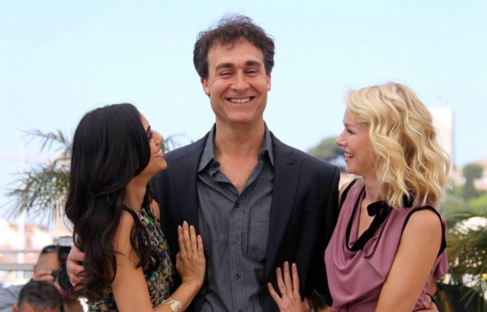 Le réalisateur Doug Liman, entouré des actrices Liraz Charhi (à gauche) et Naomi Watts.