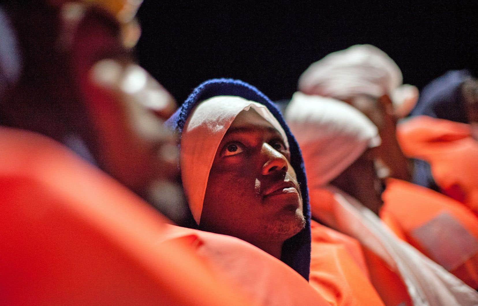 Un groupe de migrants à bord de l'Aquarius