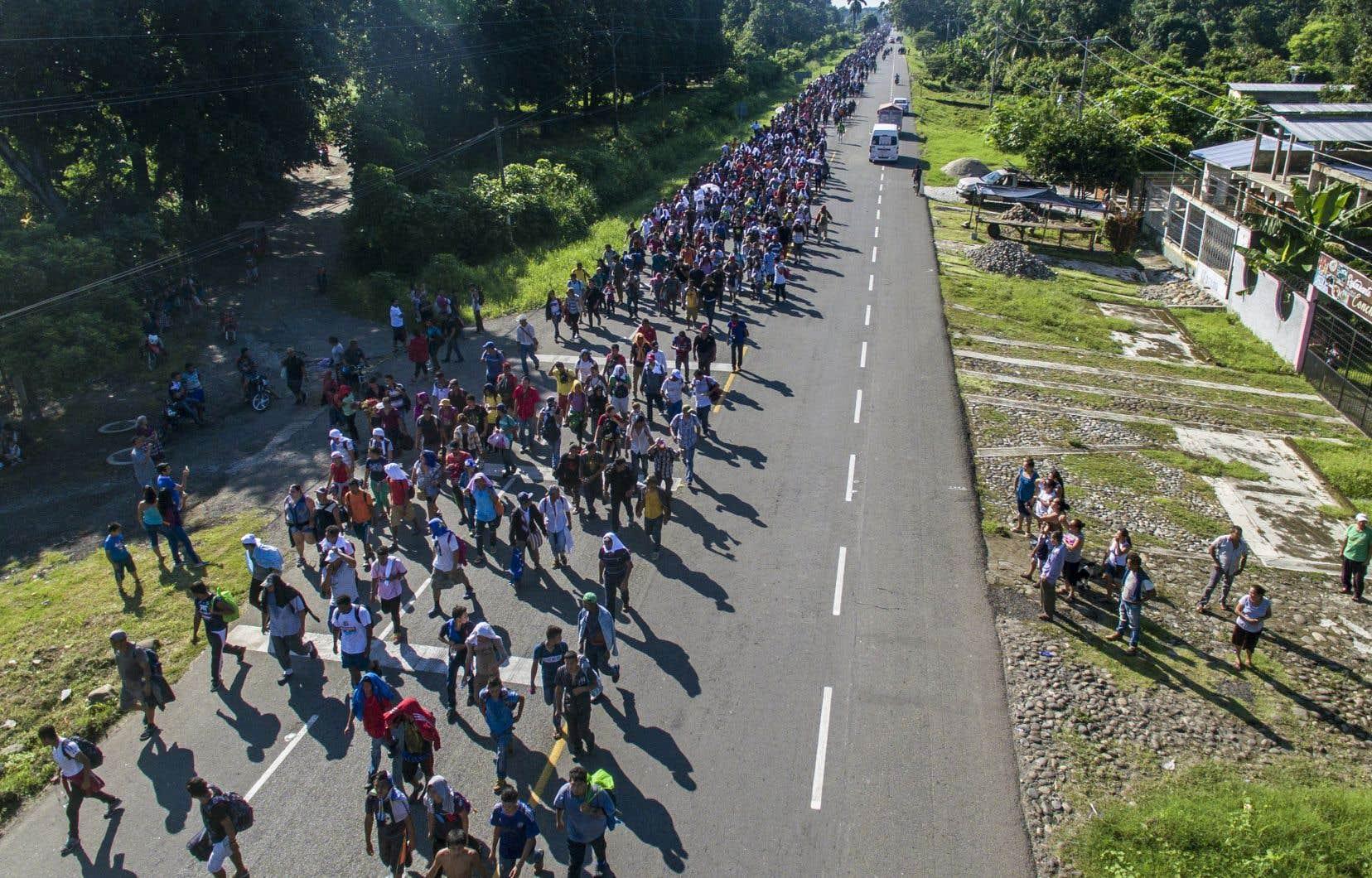 Cette marche vers les États-Unis a débuté il y a une semaine de San Pedro Sula, dans le nord du Honduras, à la suite d'un appel sur les réseaux sociaux relayé par un ex-député hondurien.