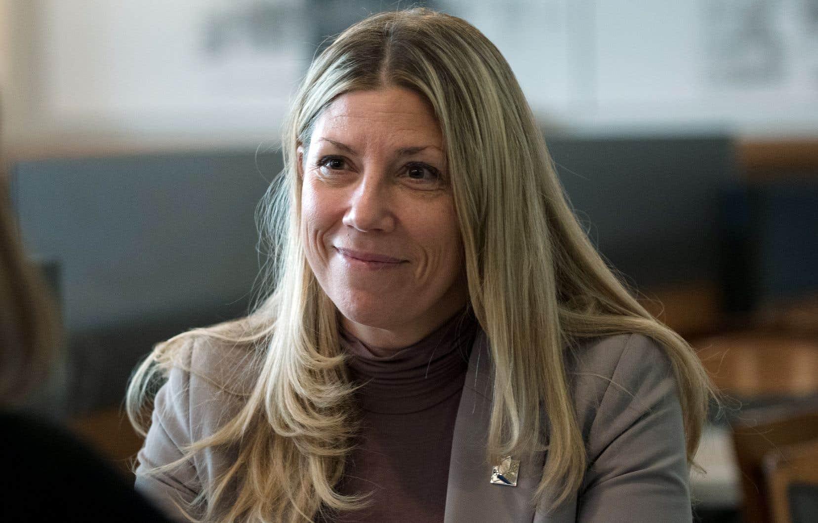 Reconnue pour sa pugnacité, Jennifer Maccarone dit avoir été pressentie pour faire le saut en politique par les libéraux fédéraux et provinciaux, mais aussi les péquistes.
