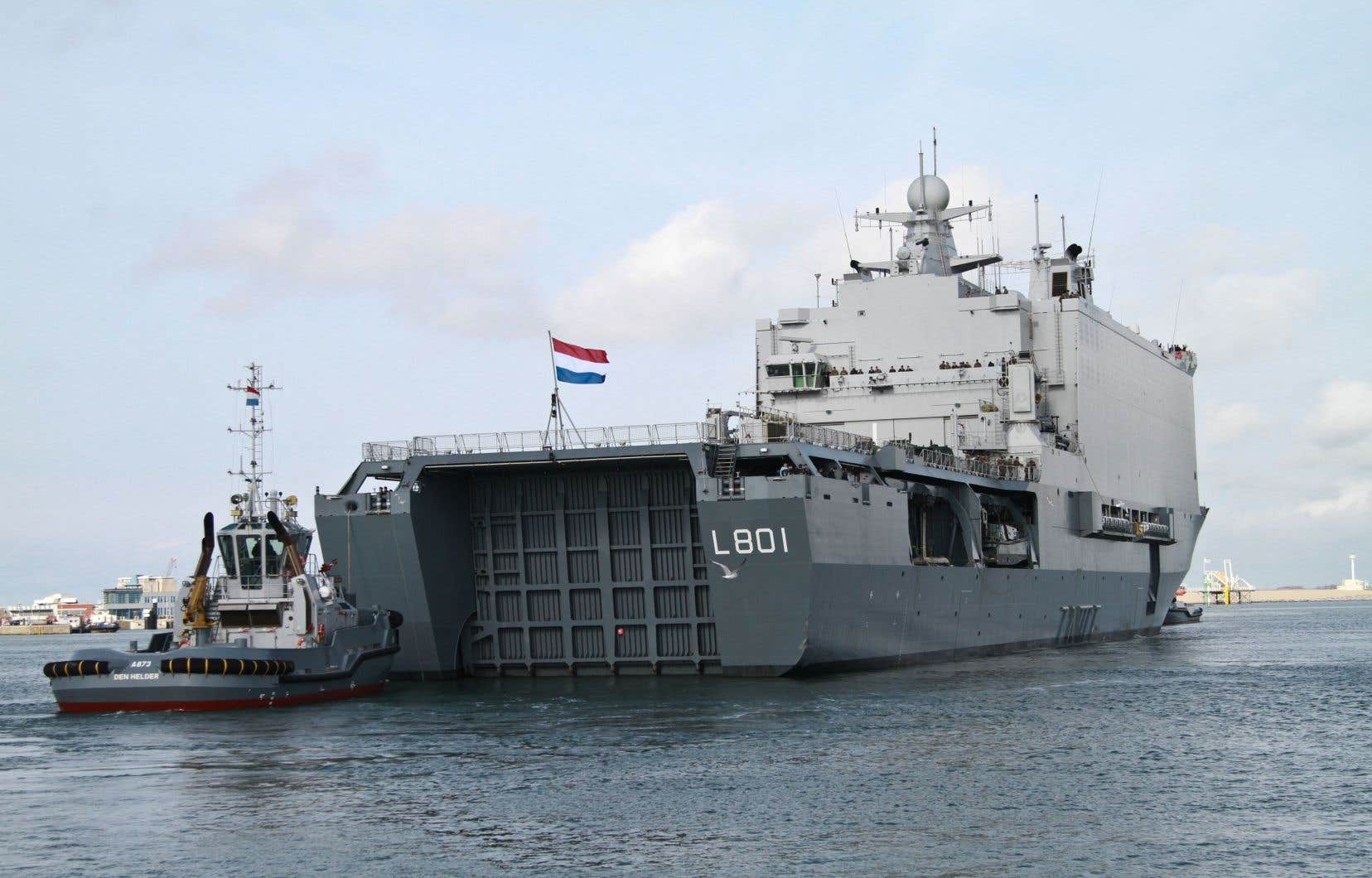 Un navire de la Marine néerlandaise quitte le port de Den Helder, le 17 octobre 2018 aux Pays-Bas, pour rejoindre la Norvège et participer aux manoeuvres militaires de l'OTAN.