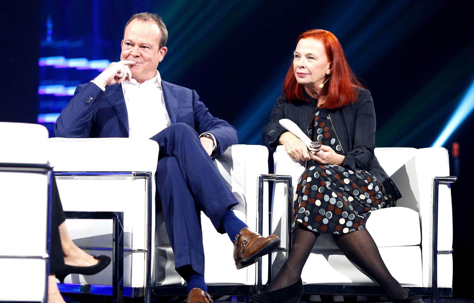 Le vice-président principal de Radio-Canada, Michel Bissonnette, et la nouvelle p.-d.g. de CBC/Radio-Canada, Catherine Tait, lors de la conférence sur l'innovation intitulée «Le futur n'est pas de la fiction»