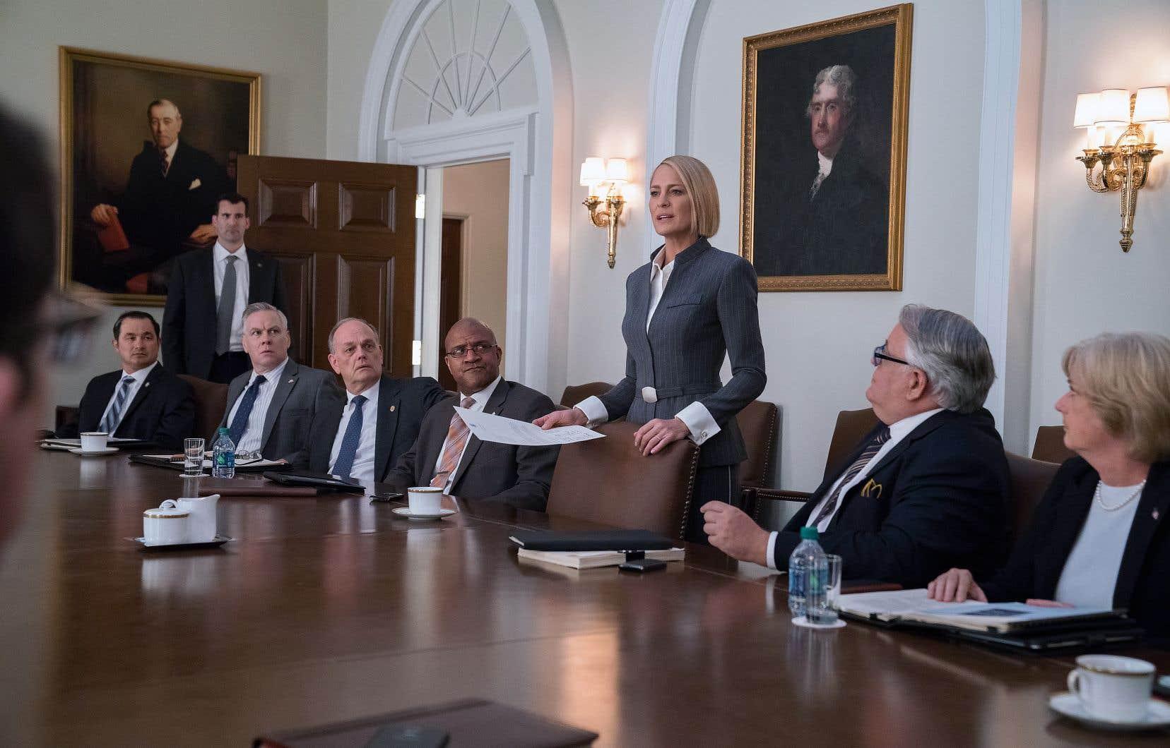 Même si Claire Underwood dirige désormais les États-Unis, elle se heurte constamment aux blocages des hommes.