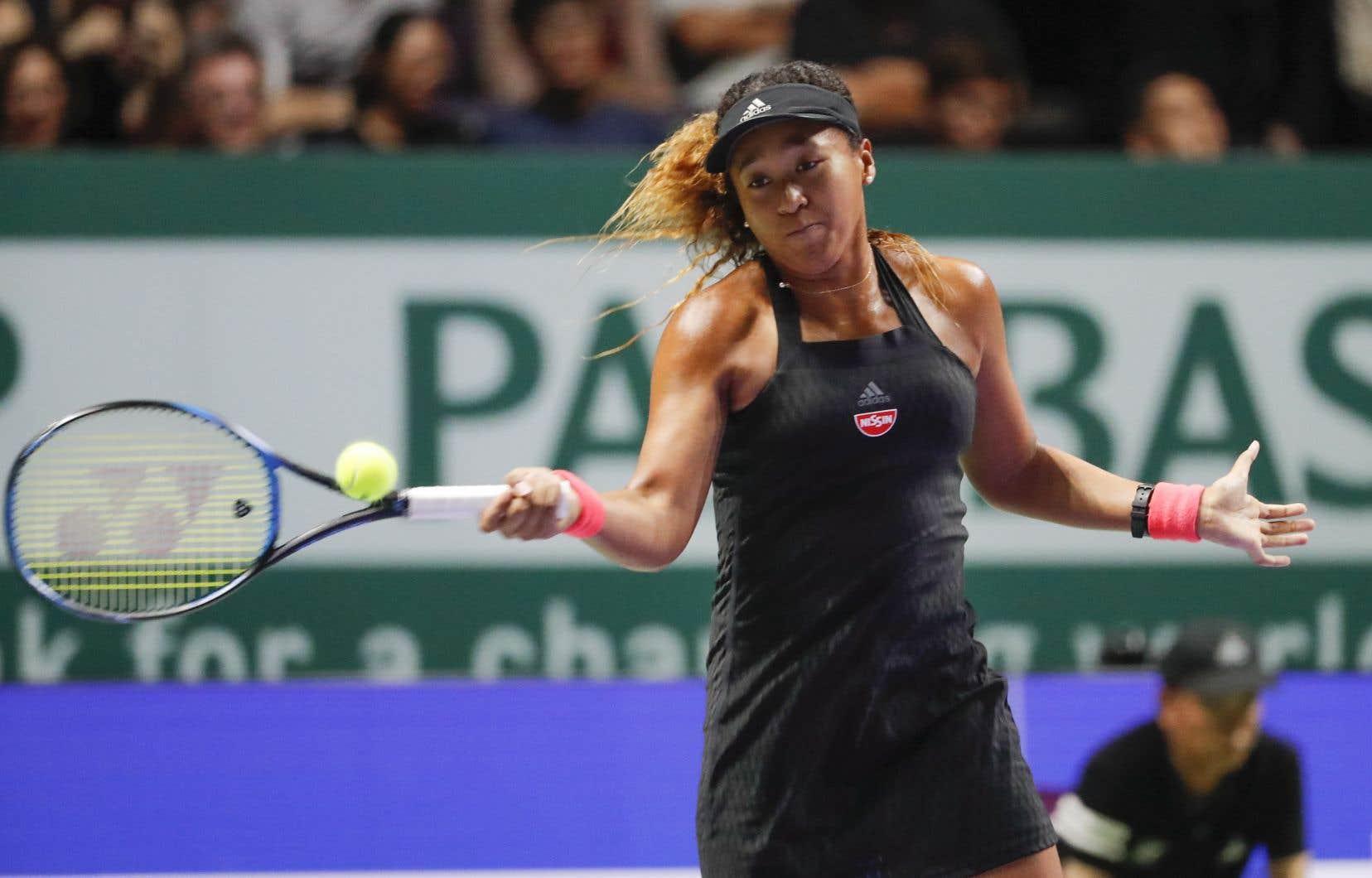 Naomi Osaka, la seule Japonaise à avoir remporté un titre du Grand Chelem, a quitté le terrain afin de recevoir des soins après le huitième jeu alors qu'elle tirait de l'arrière 5-3.