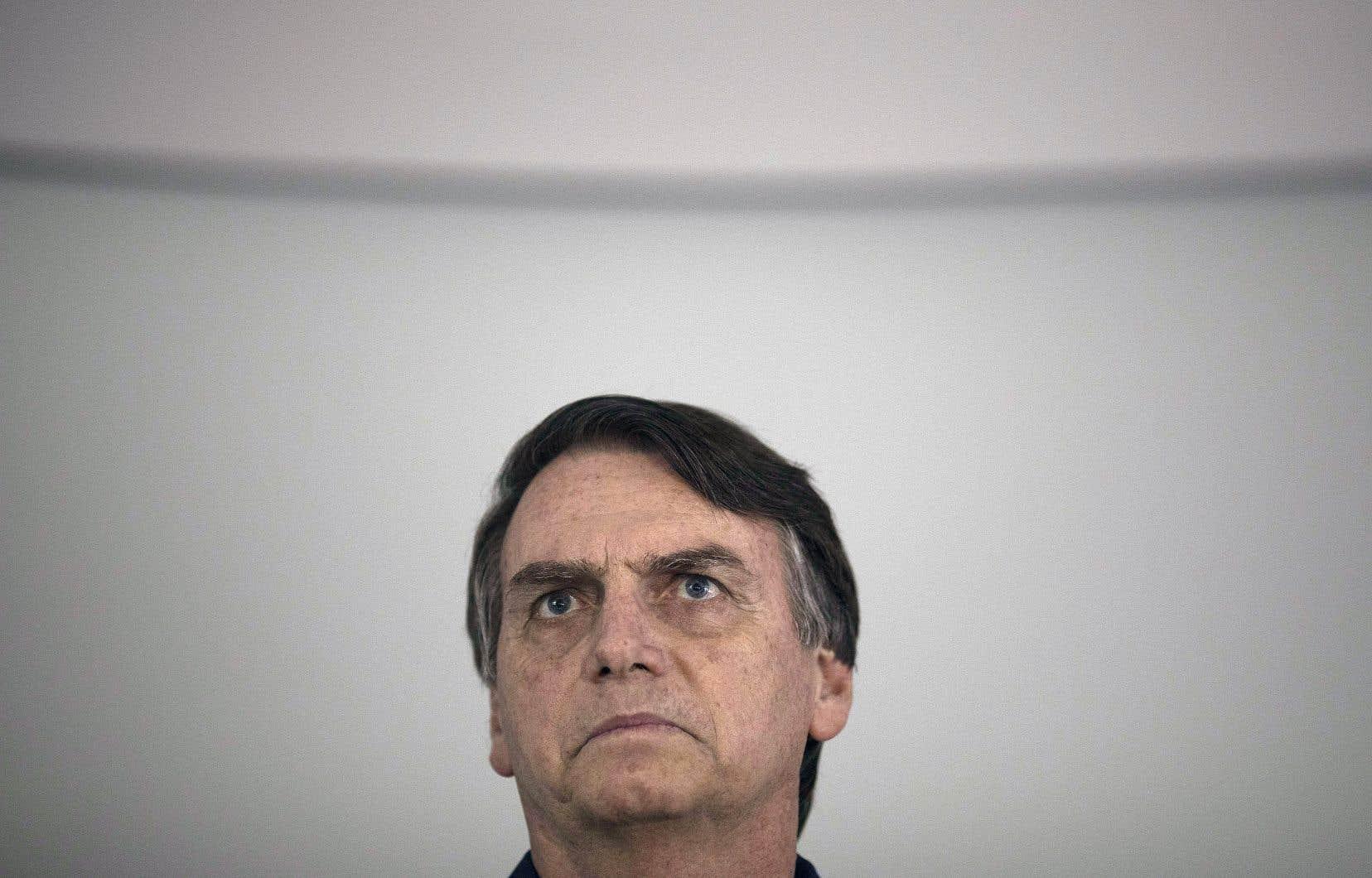Jair Bolsonaro lors d'une conférence de presse à Rio de Janeiro le 25 octobre