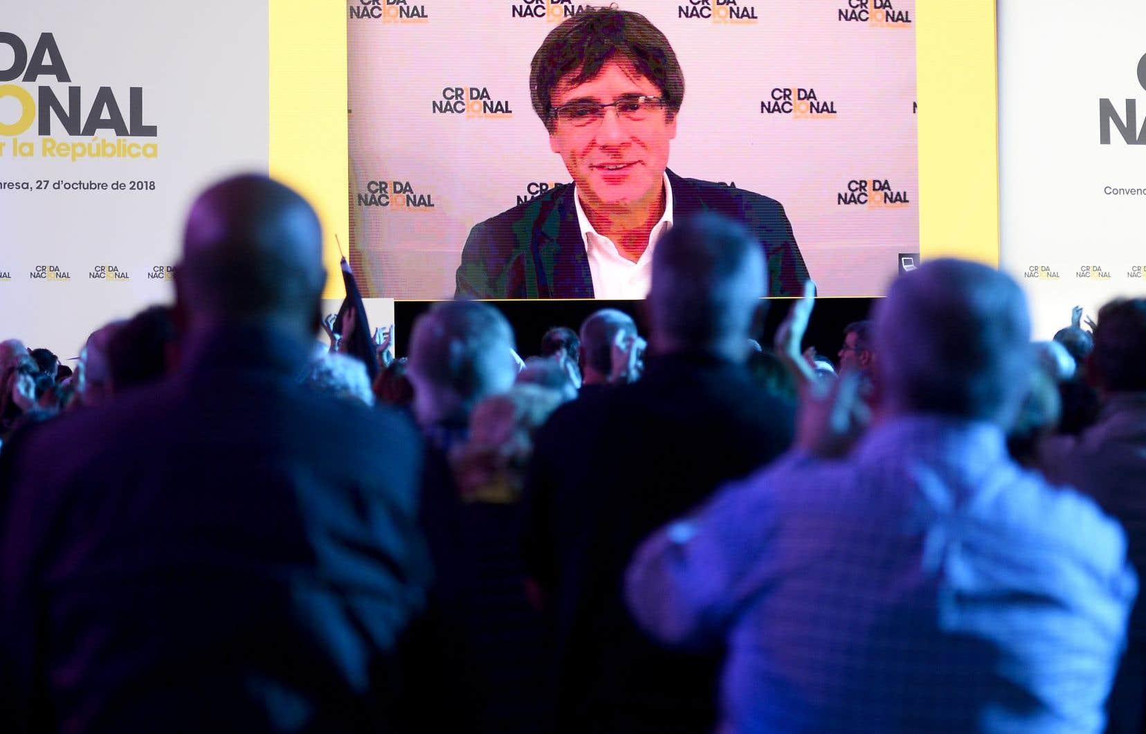L'ancien président catalan Carles Puigdemont a tenté samedi, depuis son exil en Belgique, de rassembler les séparatistes derrière lui en fondant un nouveau parti.