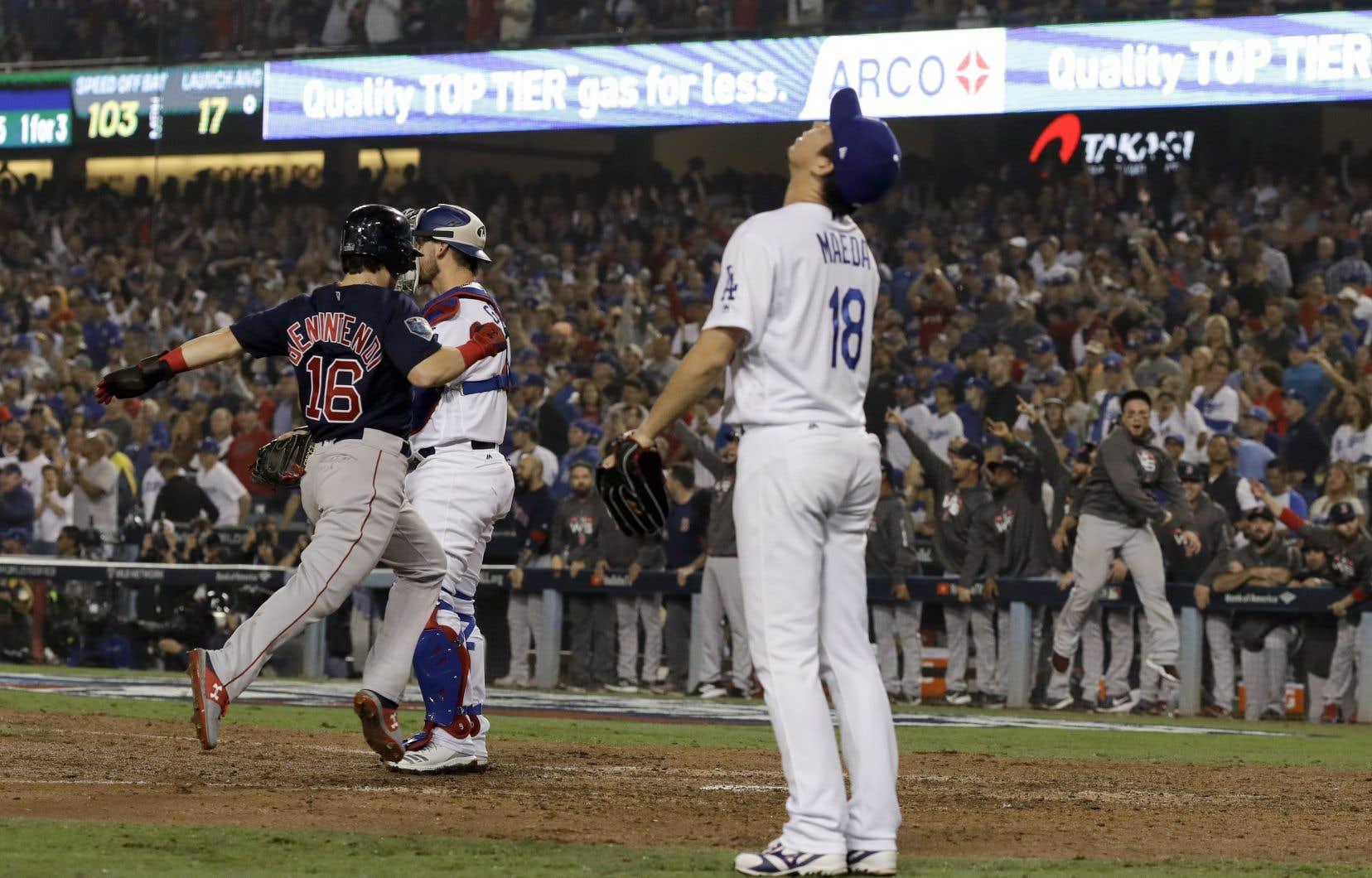 <p>Les Dodgers ont ouvert les écluses en fin de sixième, alors que le pointage était toujours intact.Il ne fallait cependant pas compter les Red Sox pour vaincus si vite.</p>