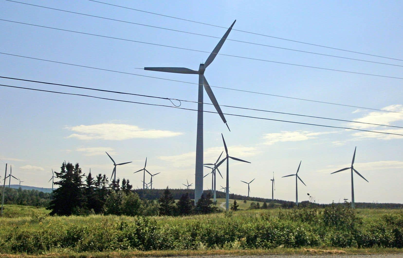 Apuiat est un projet éolien de 200 mégawatts mené par les Innus de la Côte-Nord en partenariat avec l'entreprise Boralex.