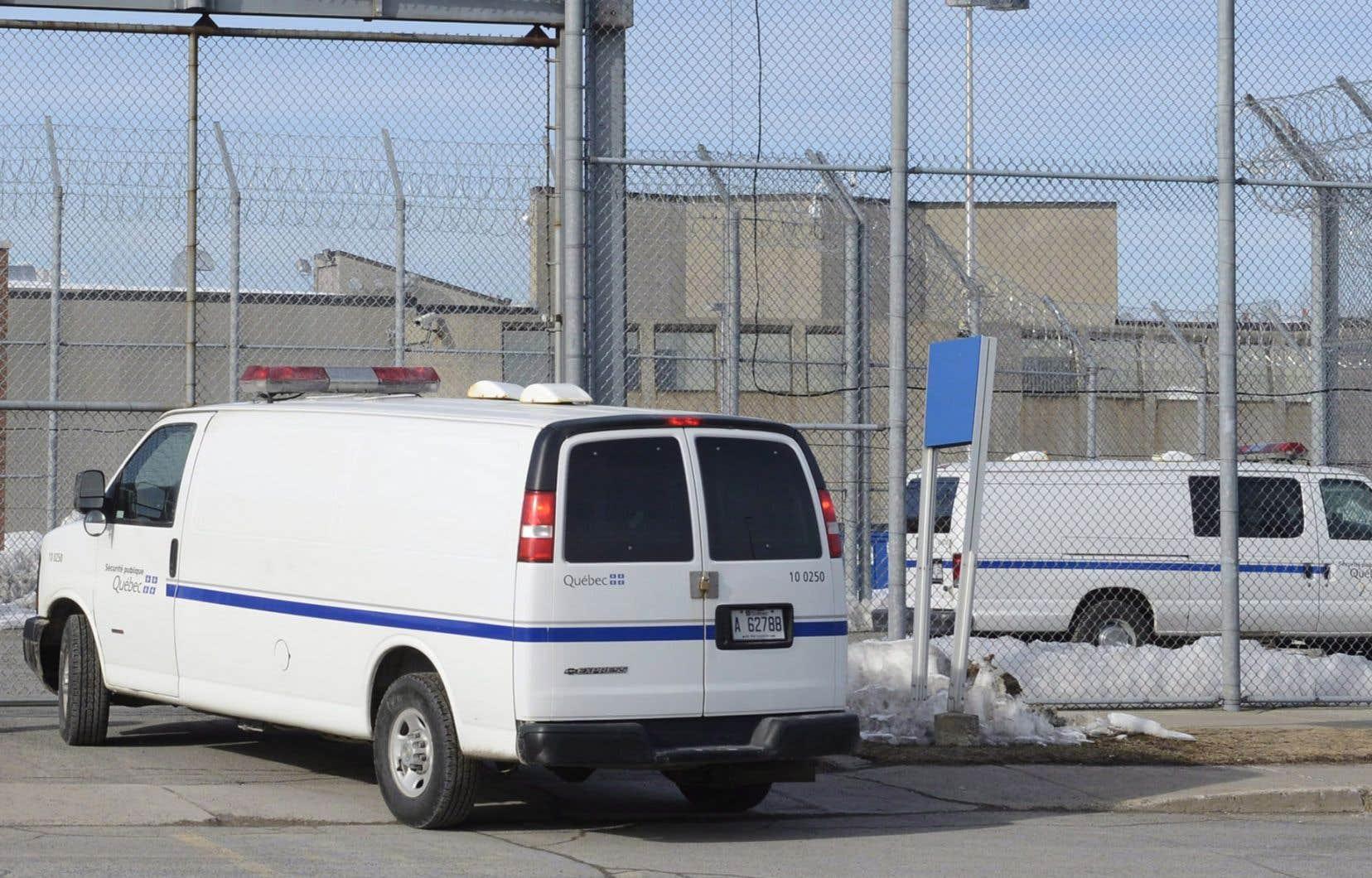 Lorsqu'un détenu est en phase terminale et que son décès est raisonnablement prévisible, il peut demander une libération conditionnelle à titre exceptionnel, même s'il n'y serait pas admissible sinon.