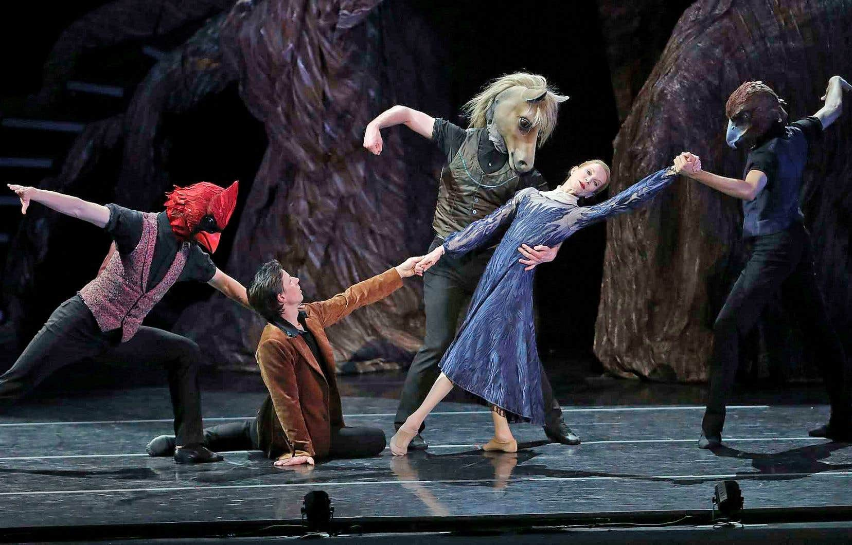 Dans «Vespers», Evelyn Hart est entourée de danseurs masqués, un peu seule et un peu chamane d'un peuple mi-humain, mi-animal.