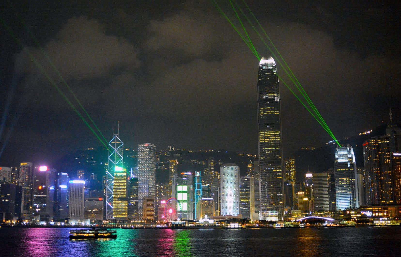 La Symphonie des lumières illumine chaque soir les gratte-ciel de la ville.