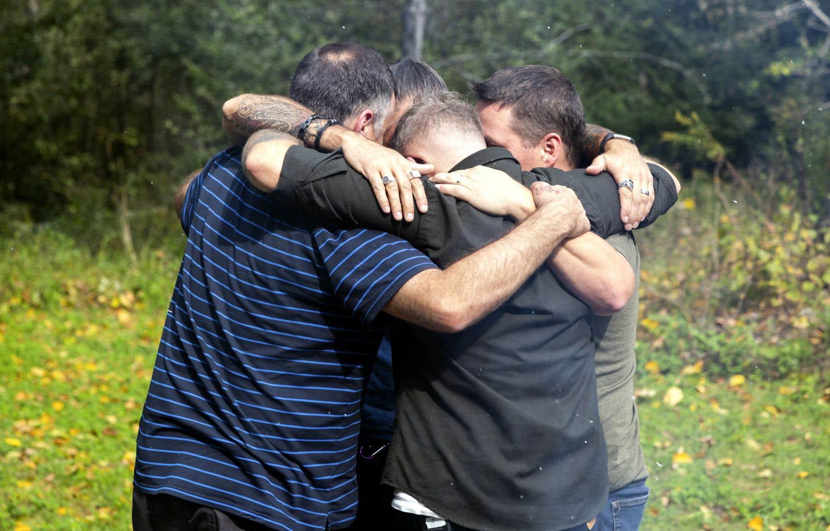 Il y a quelque chose de touchant dans leur quête prudente, dans leur désir d'aller à la rencontre des Bosniaques, mais surtout dans leurs doutes voulant que leur passage ait changé le cours des choses.