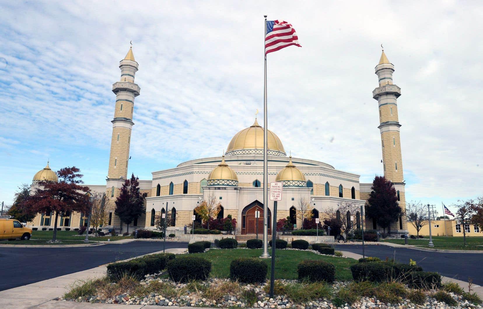 La plus grande mosquée des États-Unis se trouve à Dearborn, au Michigan, où près du tiers de la population se déclare d'origine arabo-musulmane.