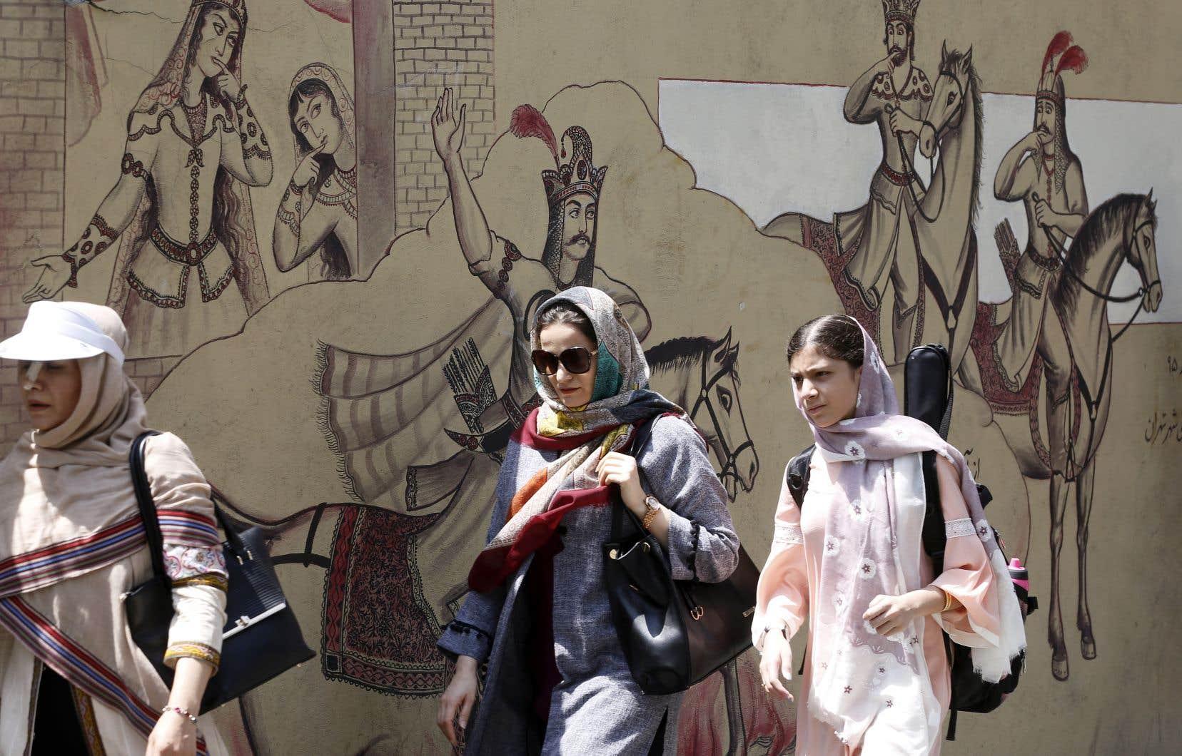 «Les sanctions vont faire mal», prédit un diplomate européen, alors que l'Iran, son économie et notamment le rial, sa monnaie, souffrent déjà depuis plusieurs mois.