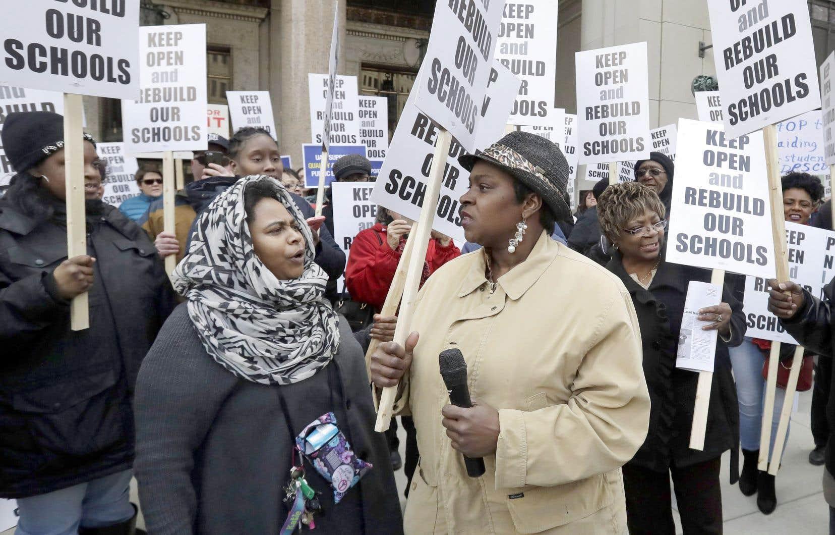Le délabrement des écoles publiques au Michigan préoccupe les parents et les enseignants. Une manifestation s'est déroulée en février à Detroit pour protester contre la fermeture de dizaines d'écoles.
