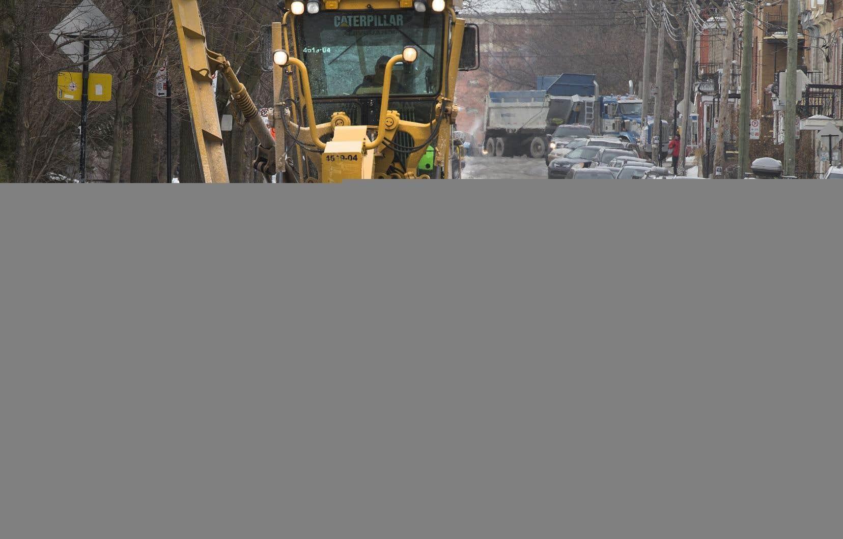Le ministère assure que les camions de déneigement sont prêts à prendre la route.