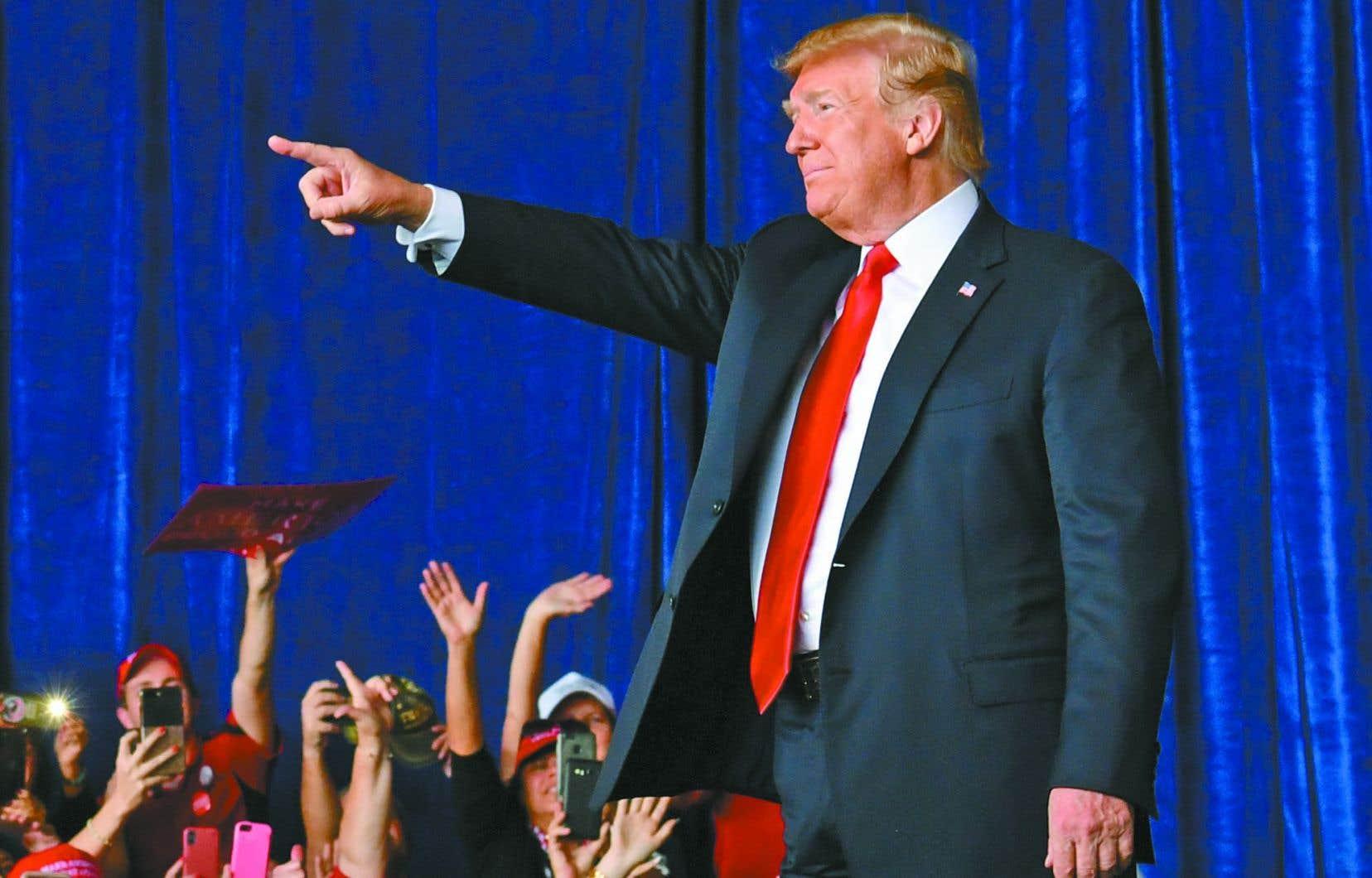 Le président américain, Donald Trump, a poursuivi sa tournée des États-Unis dimanche pour empêcher une victoire démocrate aux élections de mi-mandat mardi.