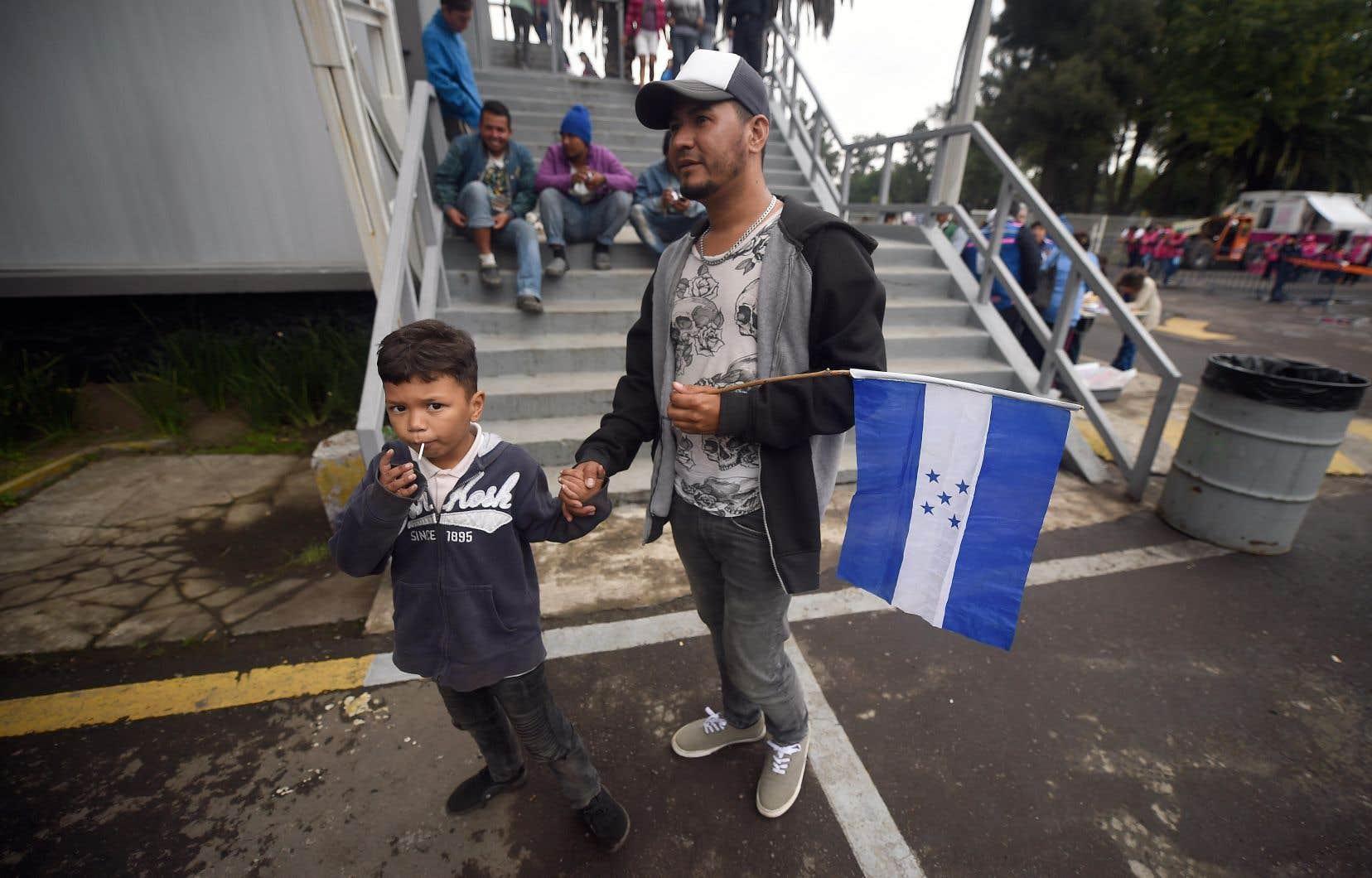La caravane de quelque 4000 migrants provenant de l'Amérique centrale, surtout du Honduras, a fait un arrêt dimanche à Mexico, capitale du Mexique.