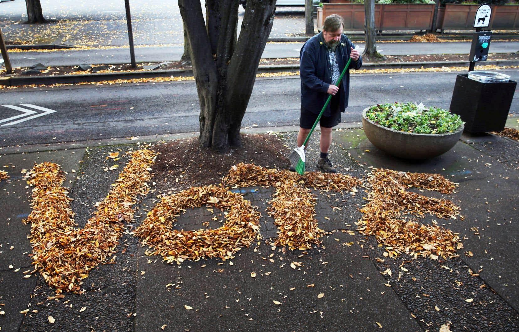 Tim Boyden, un résident de l'Oregon, a trouvé une façon bien adaptée à la saison pour inciter ses concitoyens à exercer leur droit de vote.