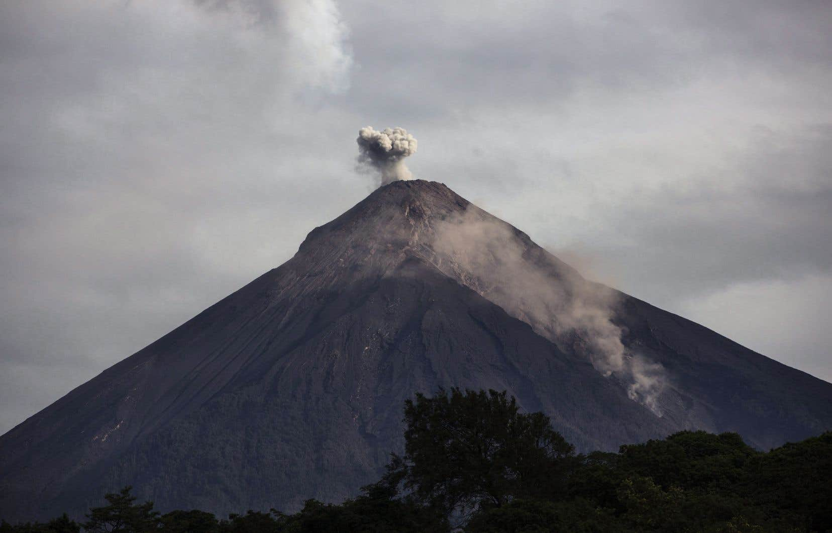 En juin dernier une nuée ardente dévalant du cratère du Fuego a détruit totalement le village de San Miguel Los Lotes, faisant 190 morts et 238 disparus.