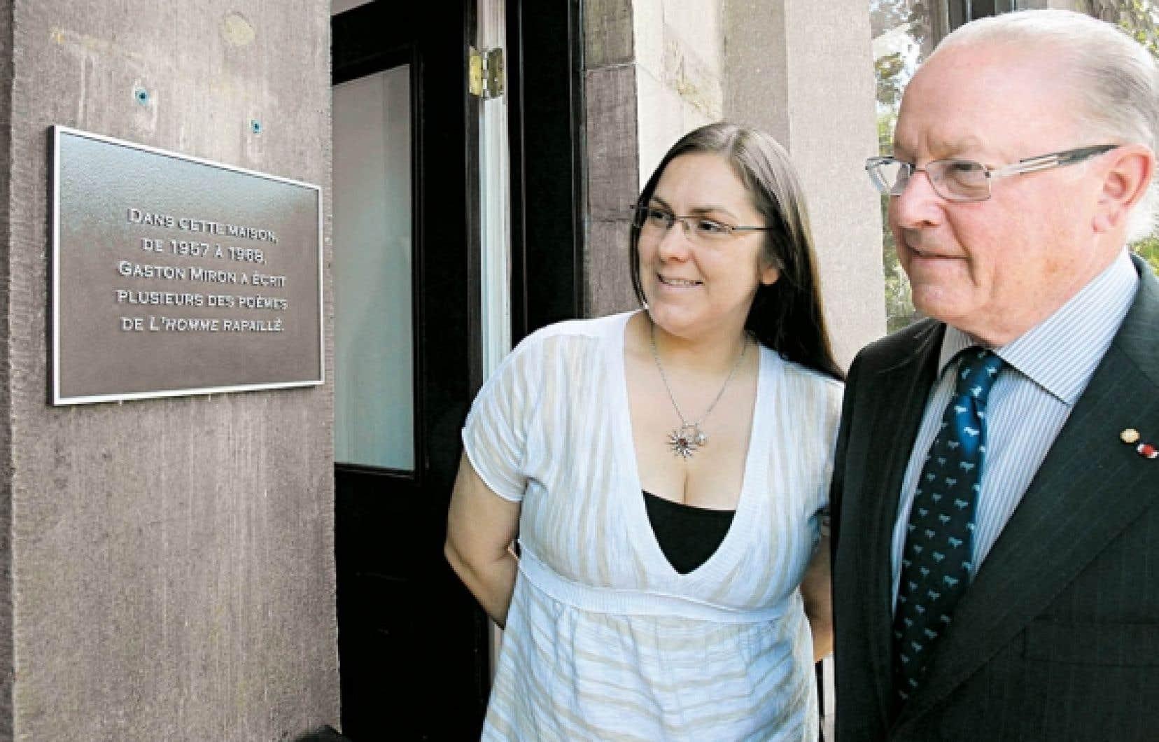 La fille de Gaston Miron, Emmanuelle Miron, et l'ancien premier ministre du Québec Bernard Landry