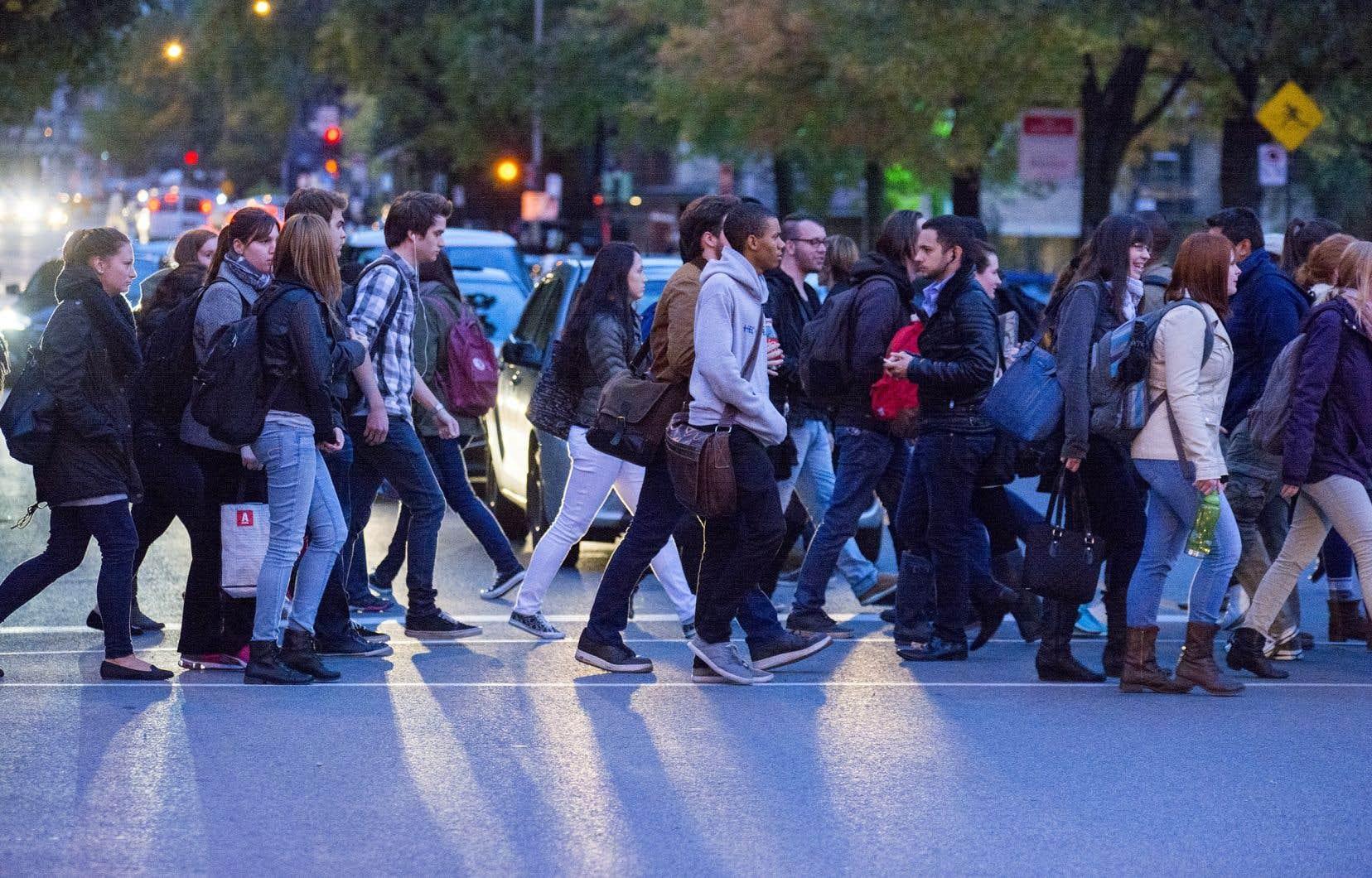 La question du nombre de francophones à l'extérieur du Québec est une question malheureusement politisée qui refait surface à peu près tous les dix ans et qui donne droit, chaque fois, à des caricatures de part et d'autre.