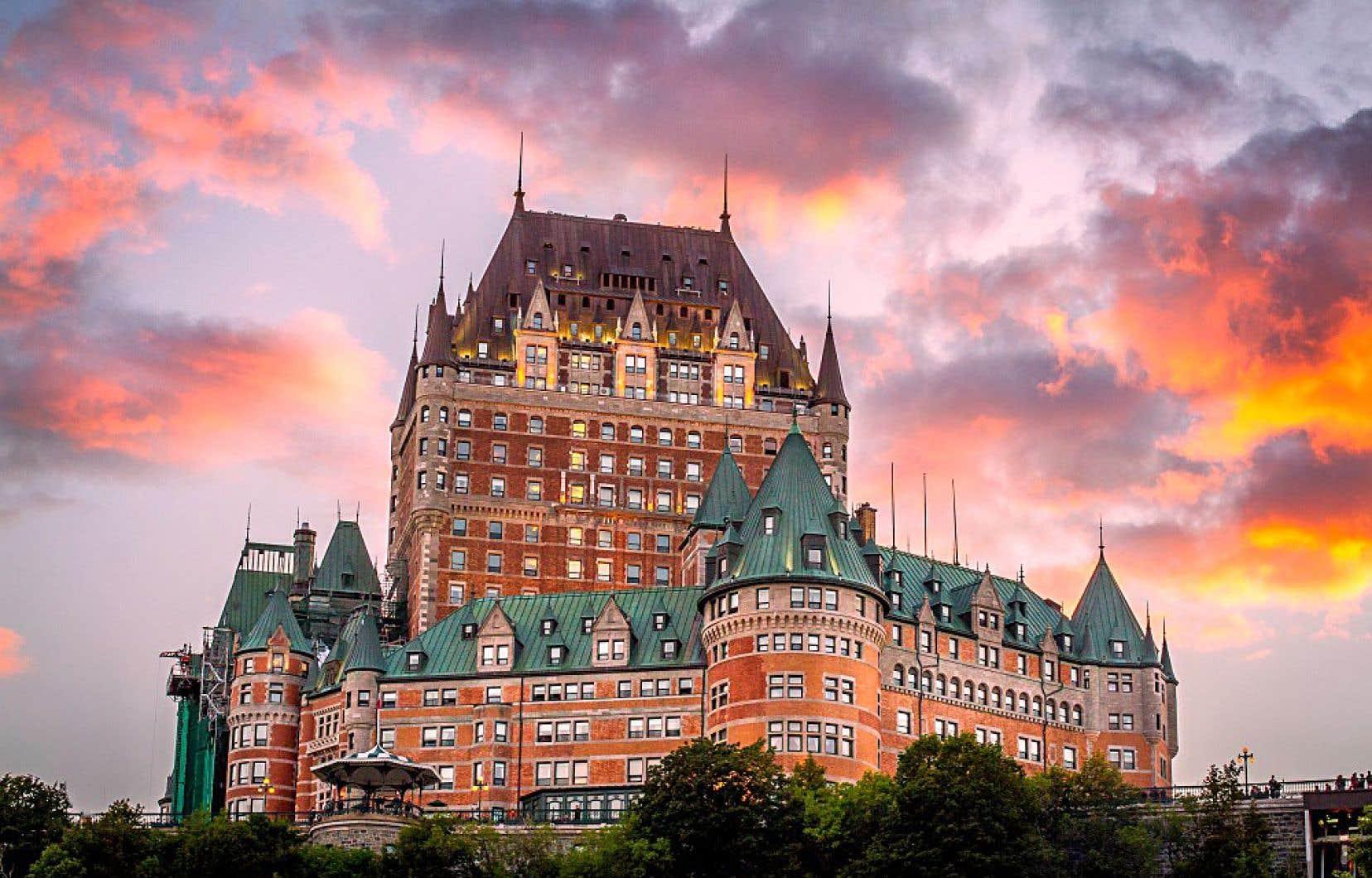 En six épisodes, le journaliste Pascal Evans raconte les origines, le développement et les périodes de «déclin» de cet hôtel mythique.