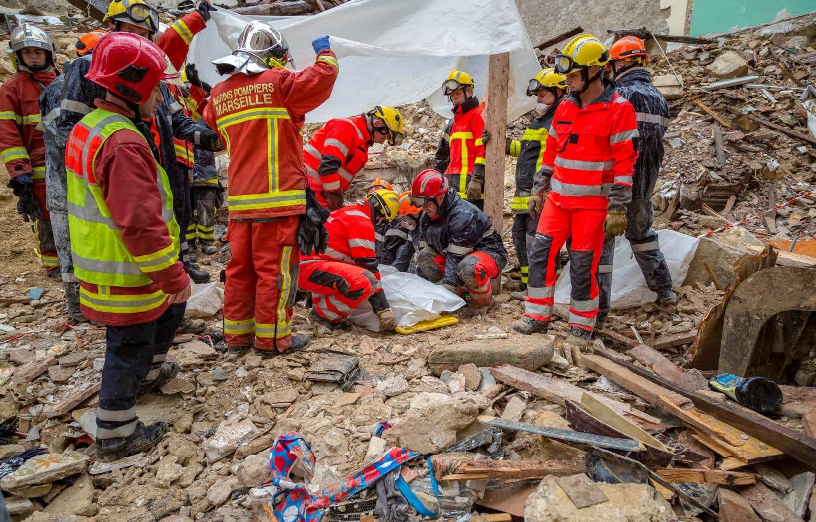<p>Les corps de cinq hommes et deux femmes avaient déjà été retrouvés morts depuis l'effondrement spontané lundi de ces deux immeubles vétustes.</p>