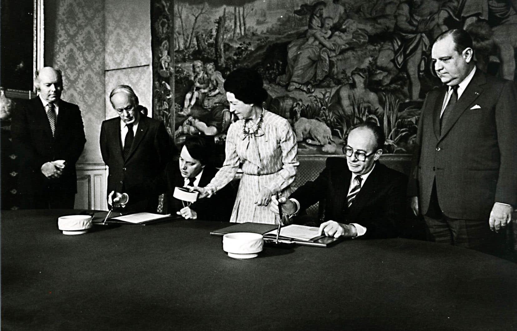 Lévesque et Landry en visite en France, en décembre 1980