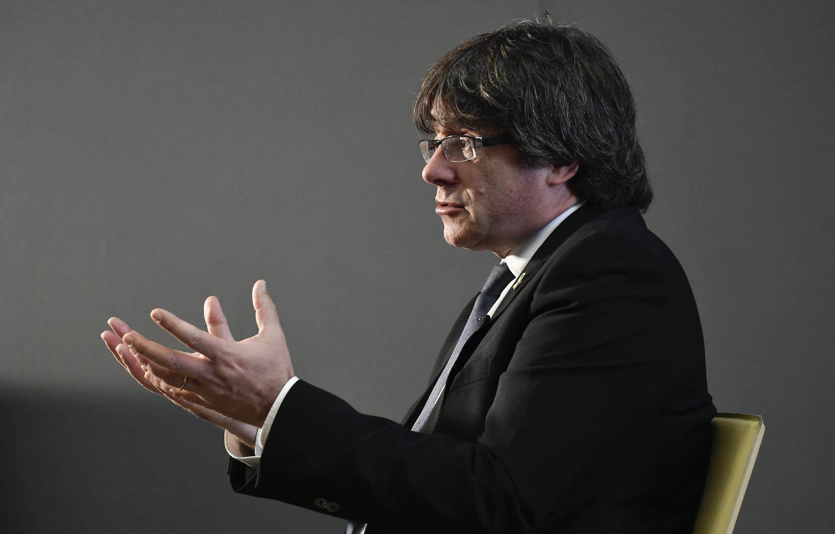 «S'il y a un peuple qui ne peut s'exprimer de façon pacifique, c'est une menace pour tous les peuples du monde qui voudraient faire de même», affirme l'ancien président catalan Carles Puigdemont.