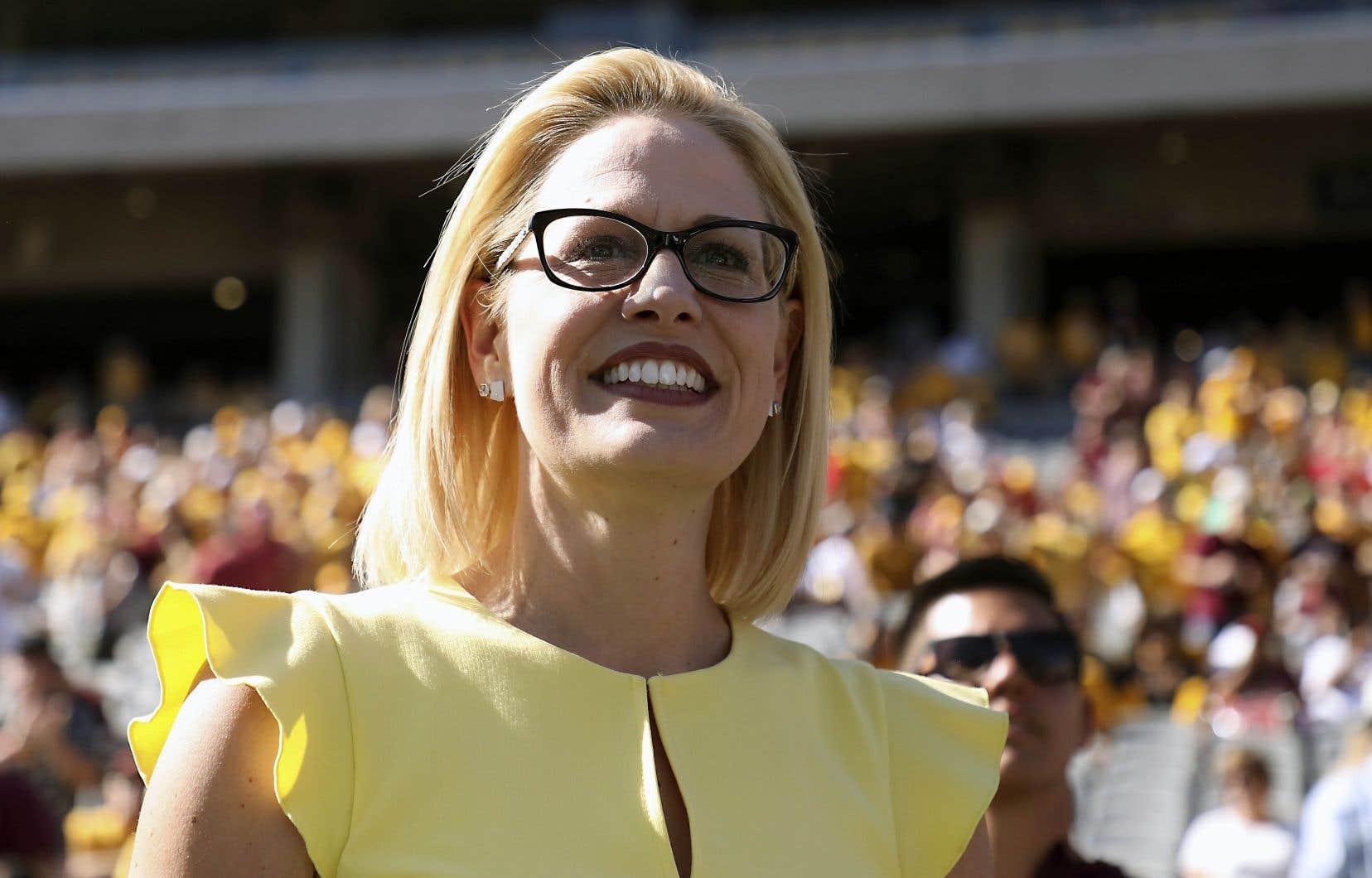 Même si les résultats de l'élection sénatoriale ne sont pas encore finaux en Arizona, la performance de la démocrate Kyrsten Sinema est encourageante pour son parti.