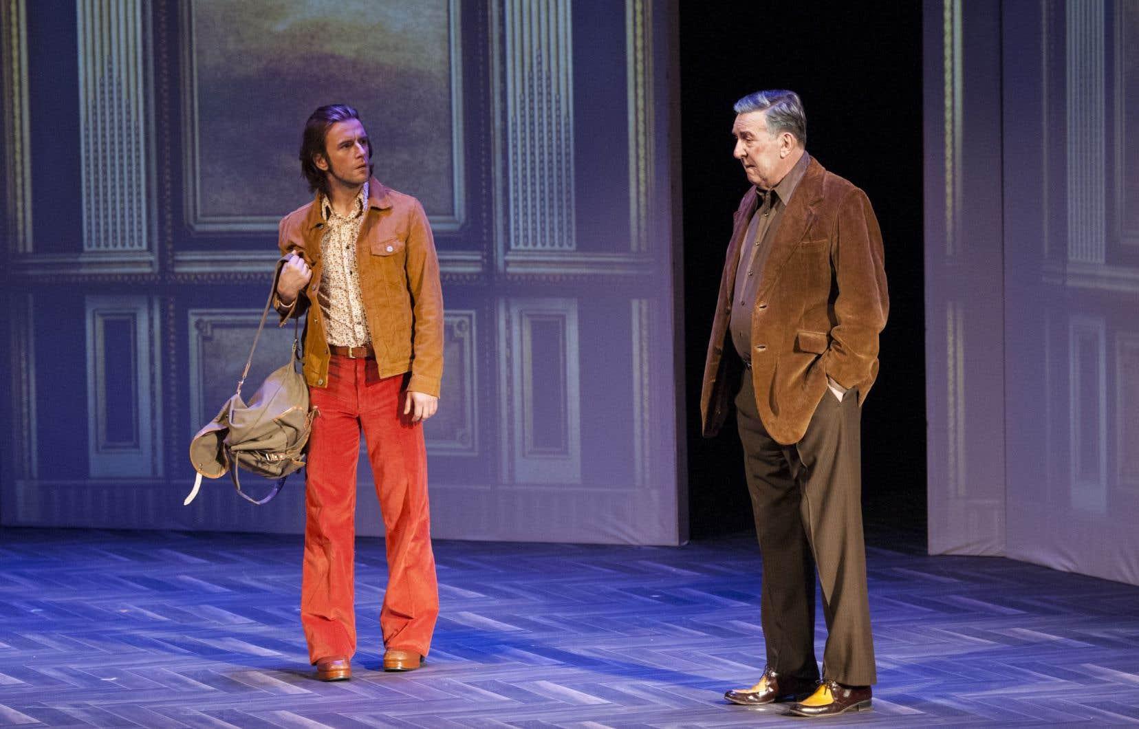 Incarné avec une admirable intériorité par Francis Ducharme, le héros apparaît d'abord chez son père, Armand (Gilles Renaud).