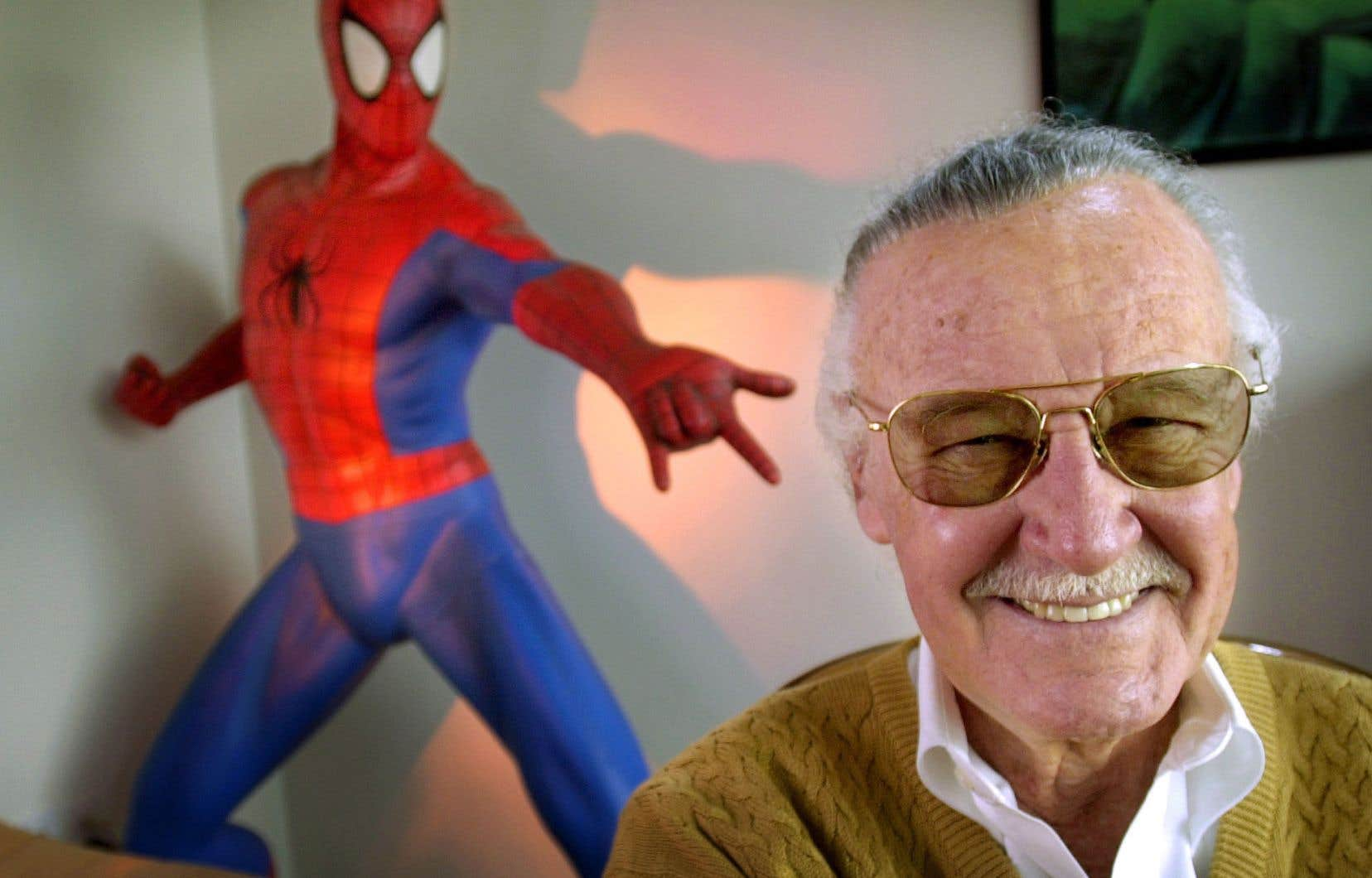 Stan Lee, en 2002, dans ses bureaux à Santa Monica