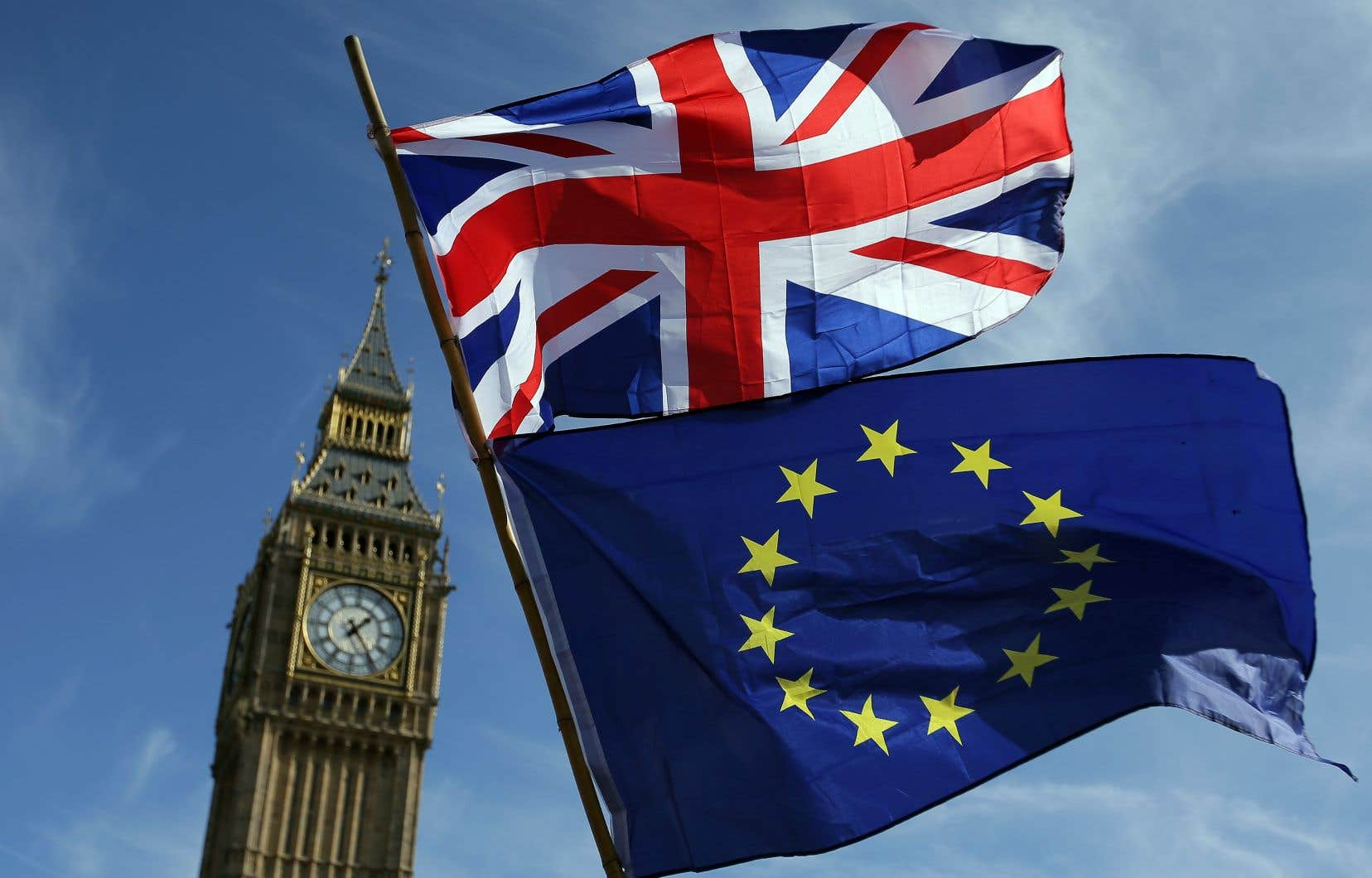 Les ministres britanniques se réuniront mercredi à Londres pour prendre connaissance du texte de l'accord. Les 27 ambassadeurs de l'Union européenne participeront au même moment à un exercice similaire à Bruxelles.