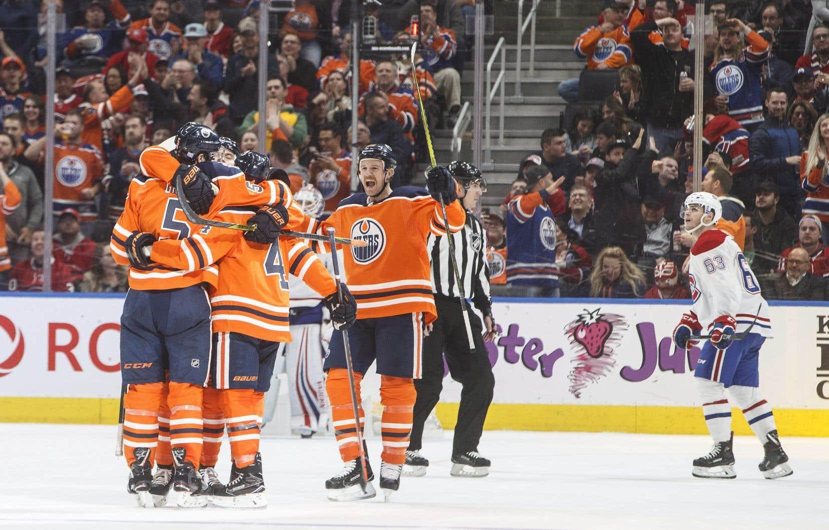 L'attaquant des Oilers Ryan Nugent-Hopkins a porté le coup de grâce à 5 min 36 s du dernier tiers, pour faire 6-2.