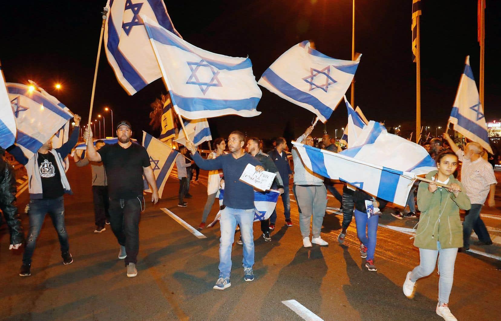 Des résidents d'Ashkelon, en Israël, ont manifesté mercredi contre le cessez-le-feu.