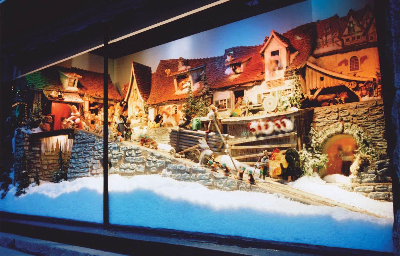 Conçues sur mesure par un fabricant de jouets allemand en 1947, les vitrines mécaniques de La Maison Ogilvy, léguées en mars 2018 au Musée McCord, mettent en vedette de petits animaux en plein décor bavarois.