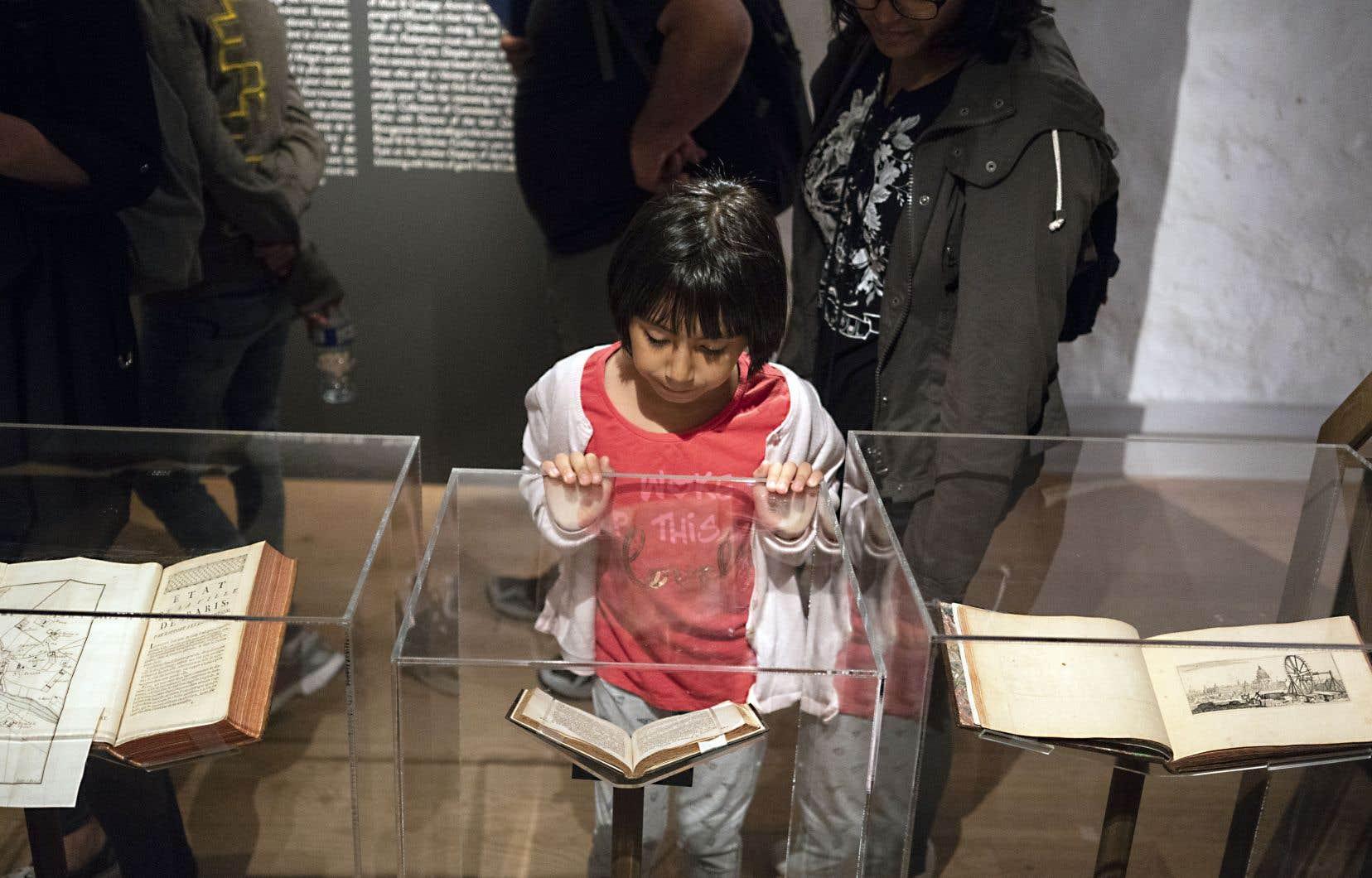 Les visiteurs peuvent découvrir de façon ludique les trois quartiers historiques de Paris présentés au musée.