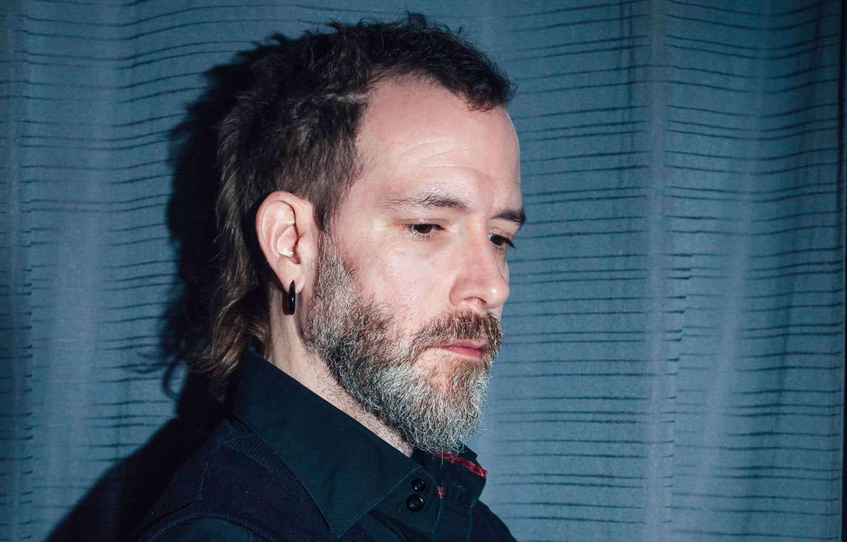 Benoit Jutras enchaîne les voix solos de ceux qui l'habitent.