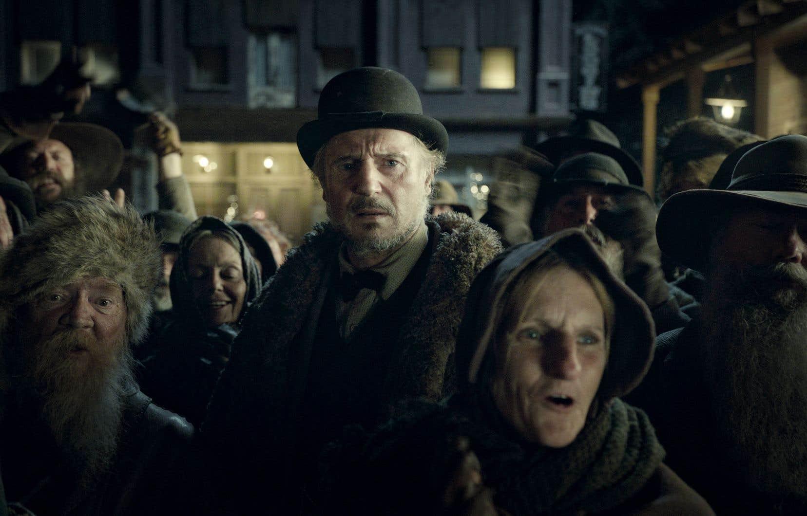 Liam Neeson joue le rôle d'un forain qui peine à subsister avec son spectacle.