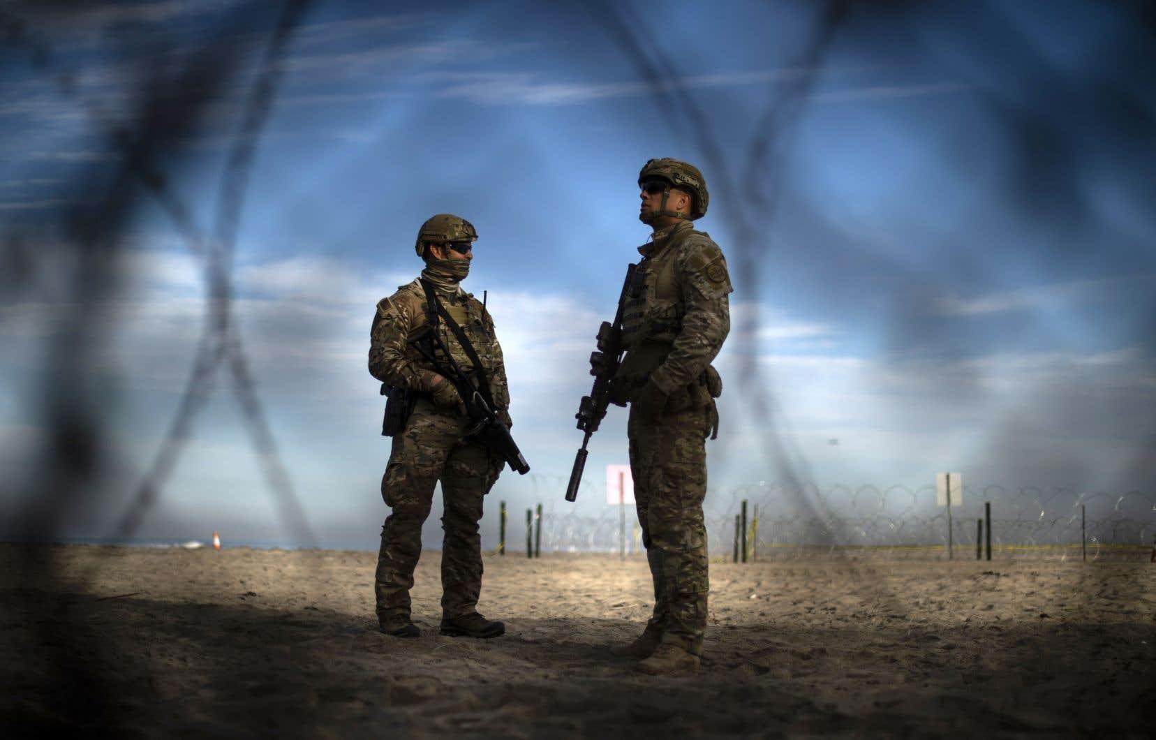 En plus de ces 5900 soldats, environ 2100 réservistes de la Garde nationale avaient déjà été déployés, portant la présence militaire à environ 8000 personnes au total.