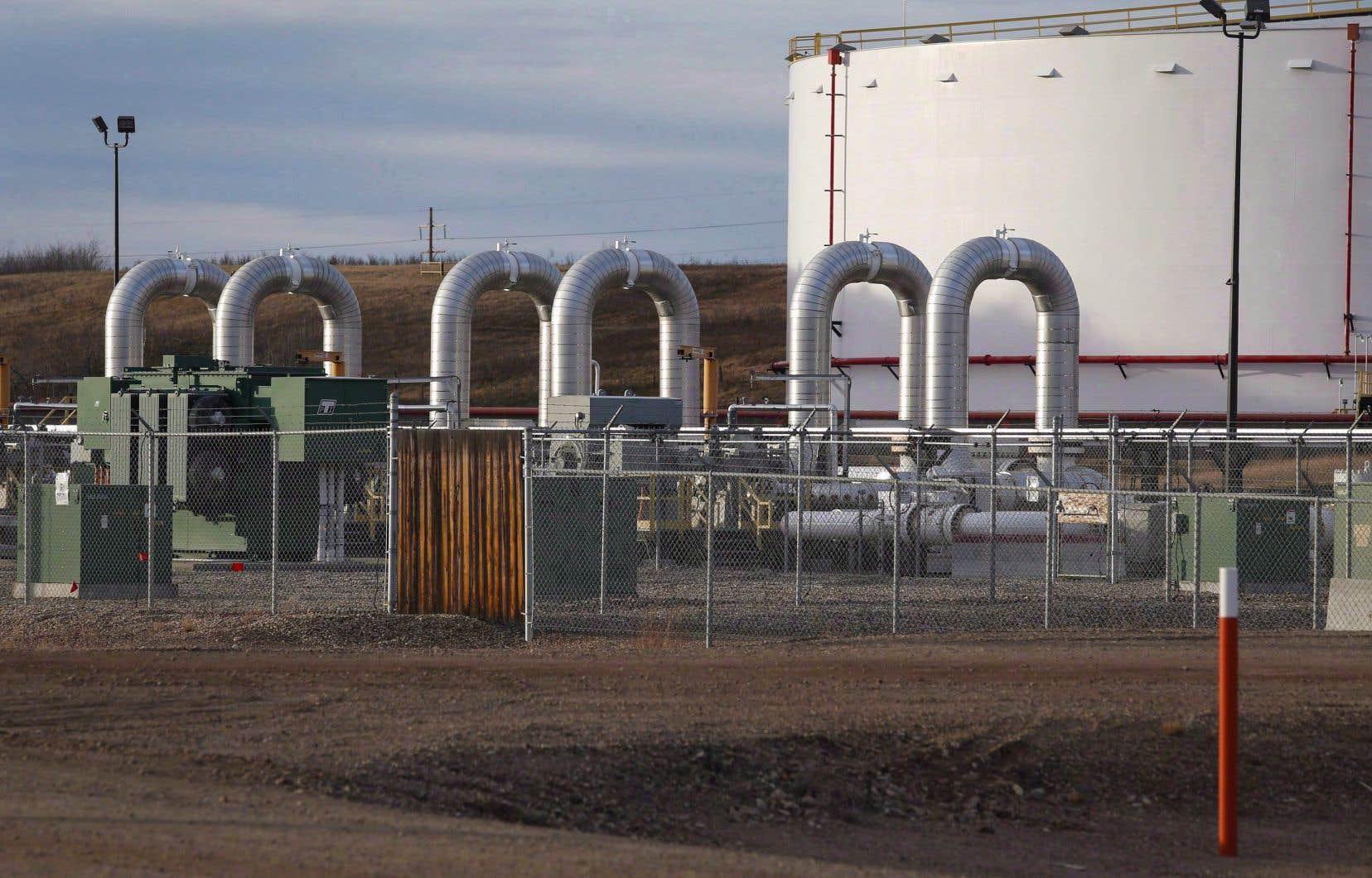 La première ministre de l'Alberta, Rachel Notley, a affirmé que l'Alberta devait valoriser et raffiner davantage ses produits énergétiques à la maison.