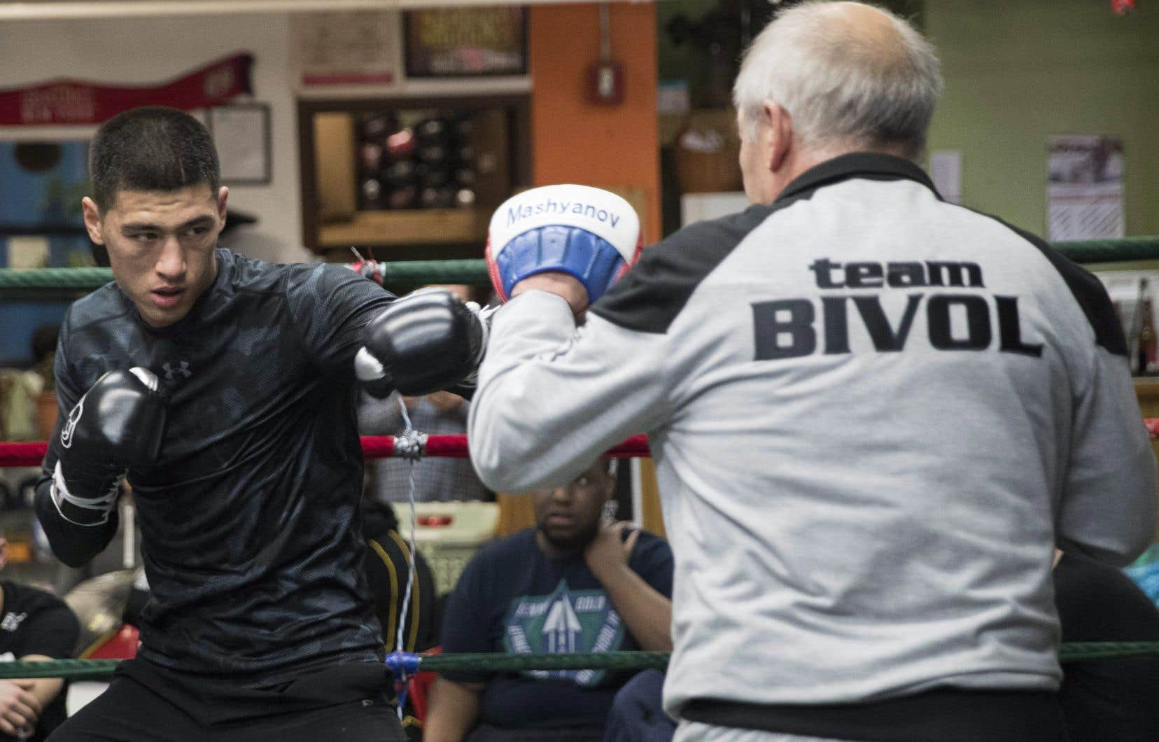 Il y a un important changement de la garde en boxe, qui pendant des années s'est fiée à la lutte entre HBO et Showtime pour ses importants combats. HBO part, mais d'autres réseaux et plateformes se bousculent pour combler ce vide.