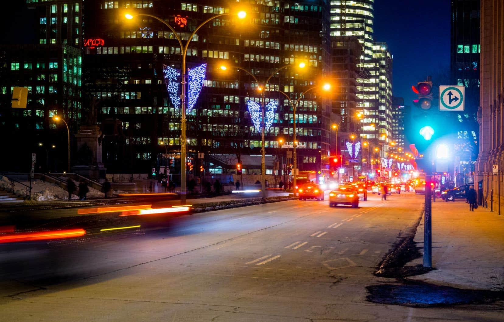 Montréal a elle-même lancé son plan de modernisation des luminaires en octobre 2017. Ce plan respecte les principales recommandations de l'International Dark-Sky Association (IDSA), qui visent à réduire la pollution lumineuse.