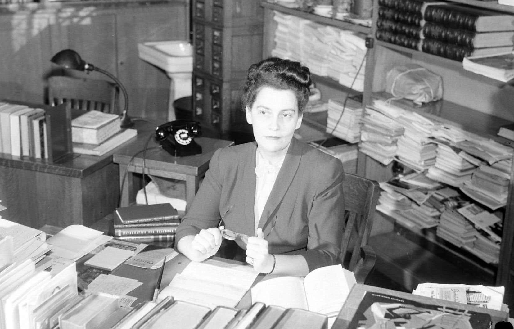 Hélène Grenier, Bibliothèque Plateau, 1946