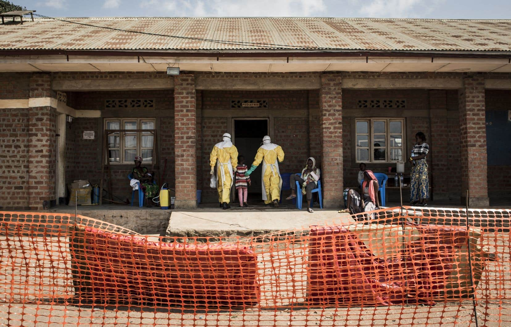 L'Ebola infecte le plus fréquemment les adultes qui sont appelés à soigner les malades.