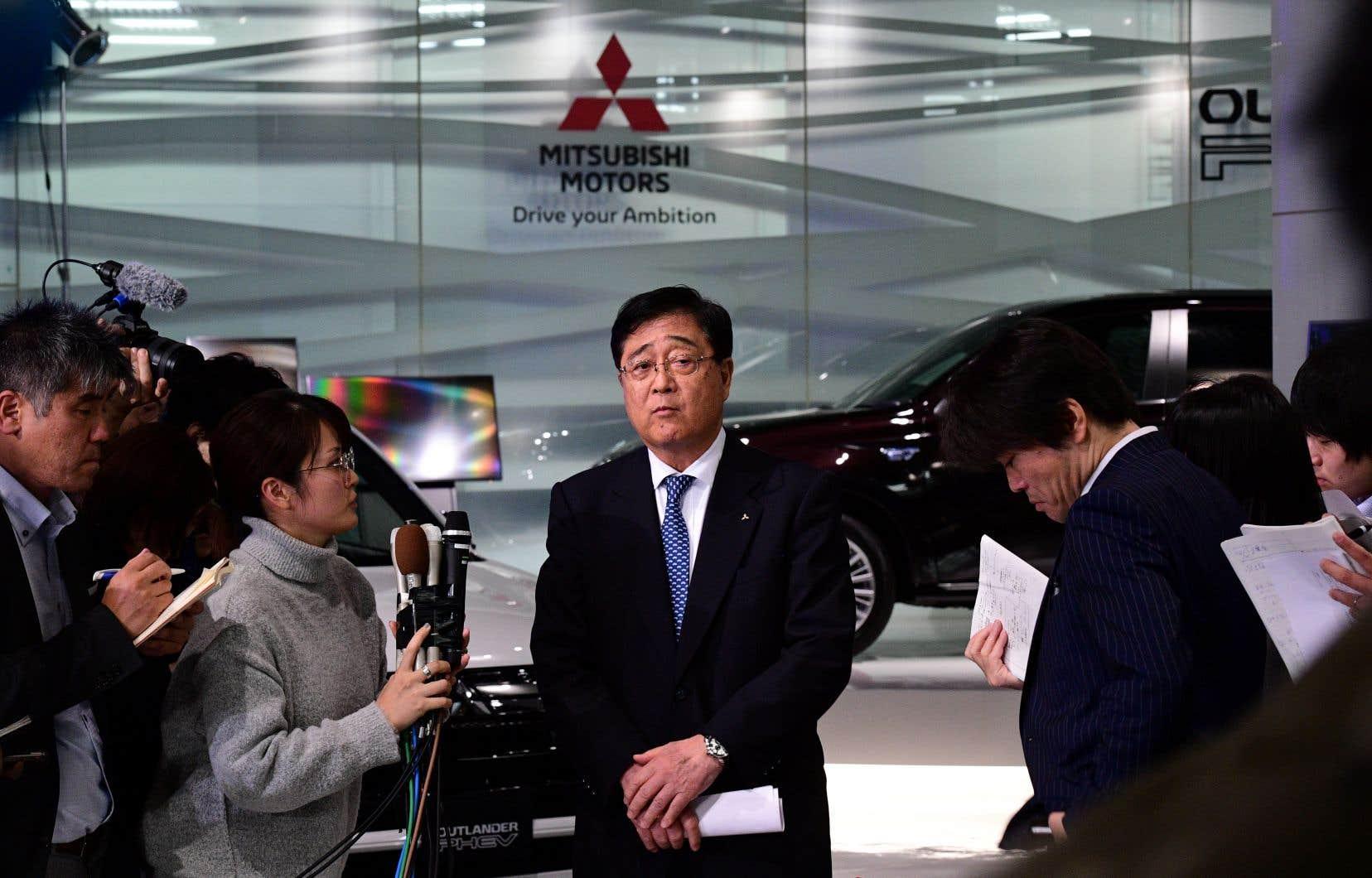 Le limogeage de M.Ghosn, qualifié de «décision déchirante», a été voté à l'unanimité des sept administrateurs, dont le patron exécutif de Mitsubishi Motors, Osamu Masuko (centre).