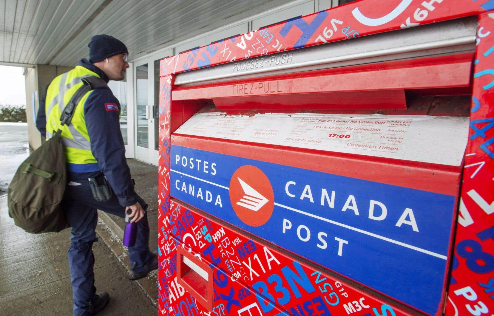 Postes Canada a accusé une perte de 71millions au troisième trimestre en raison notamment des coûts d'une décision rendue en septembre par un arbitre dans un différend à propos de l'équité salariale.