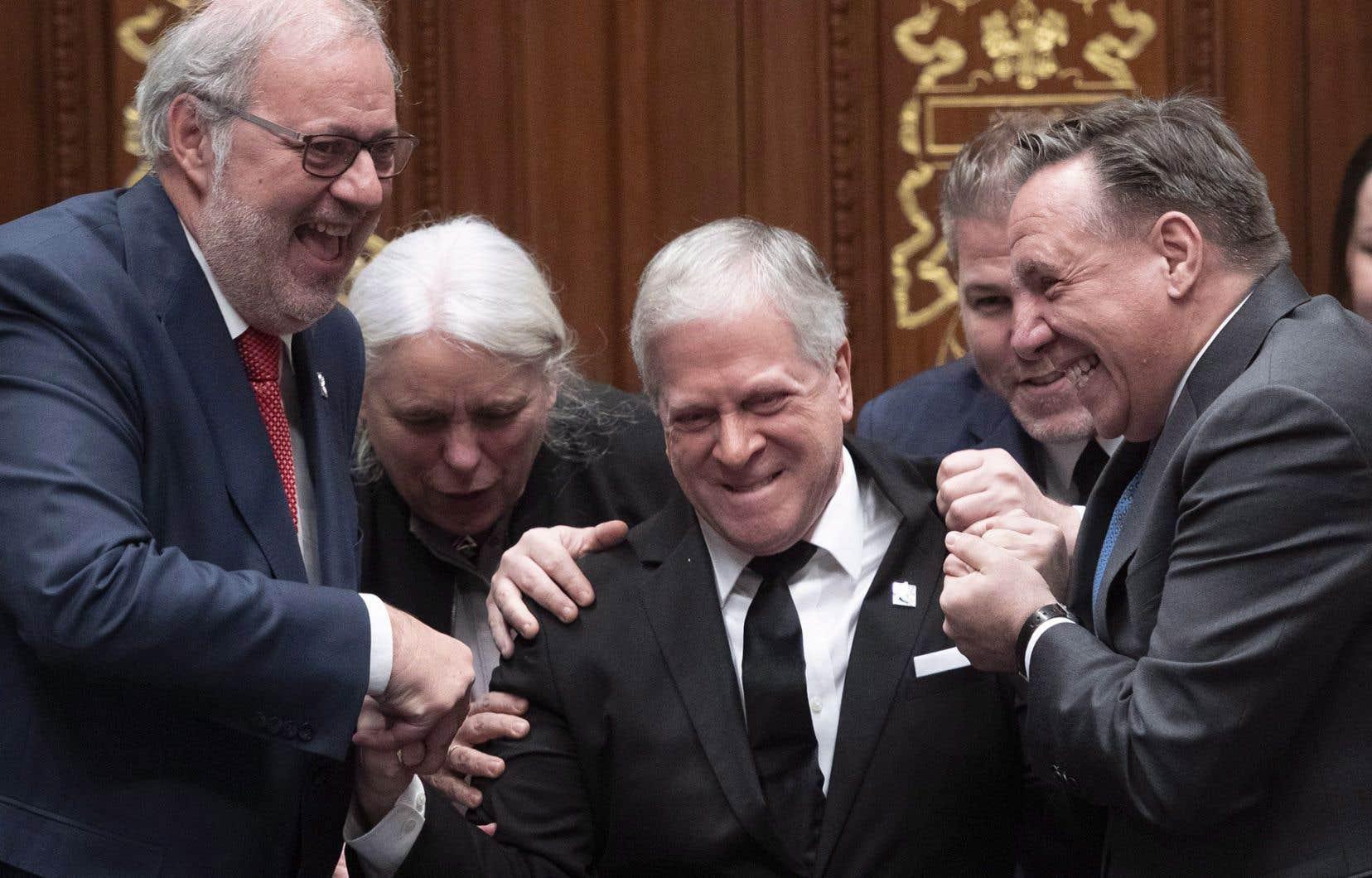 Comme le veut la tradition, M.Paradis a feint de résister à sa nomination comme président de l'Assemblée nationale alors qu'il étaittiré de force par les chefs des quatre groupes parlementaires.