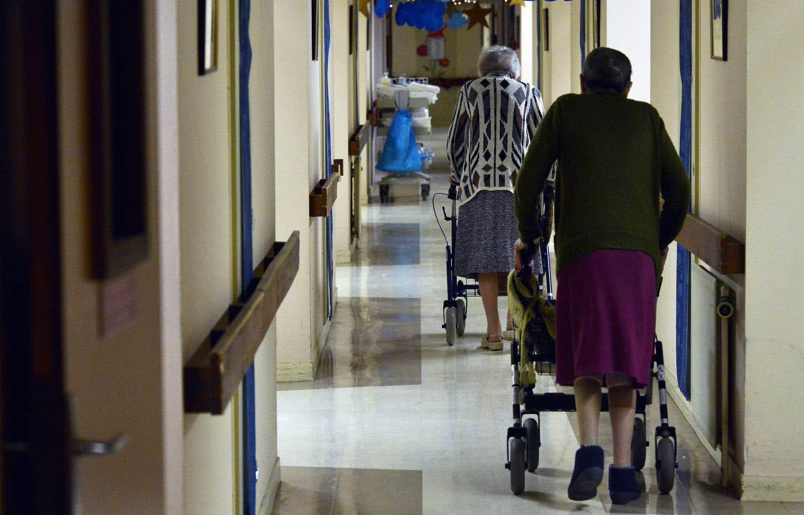 Les infirmières et les préposées aux bénéficiaires «peinaient à suffire à la tâche» dans les CHSLD visités par les membres de l'équipe de la protectrice du citoyen.